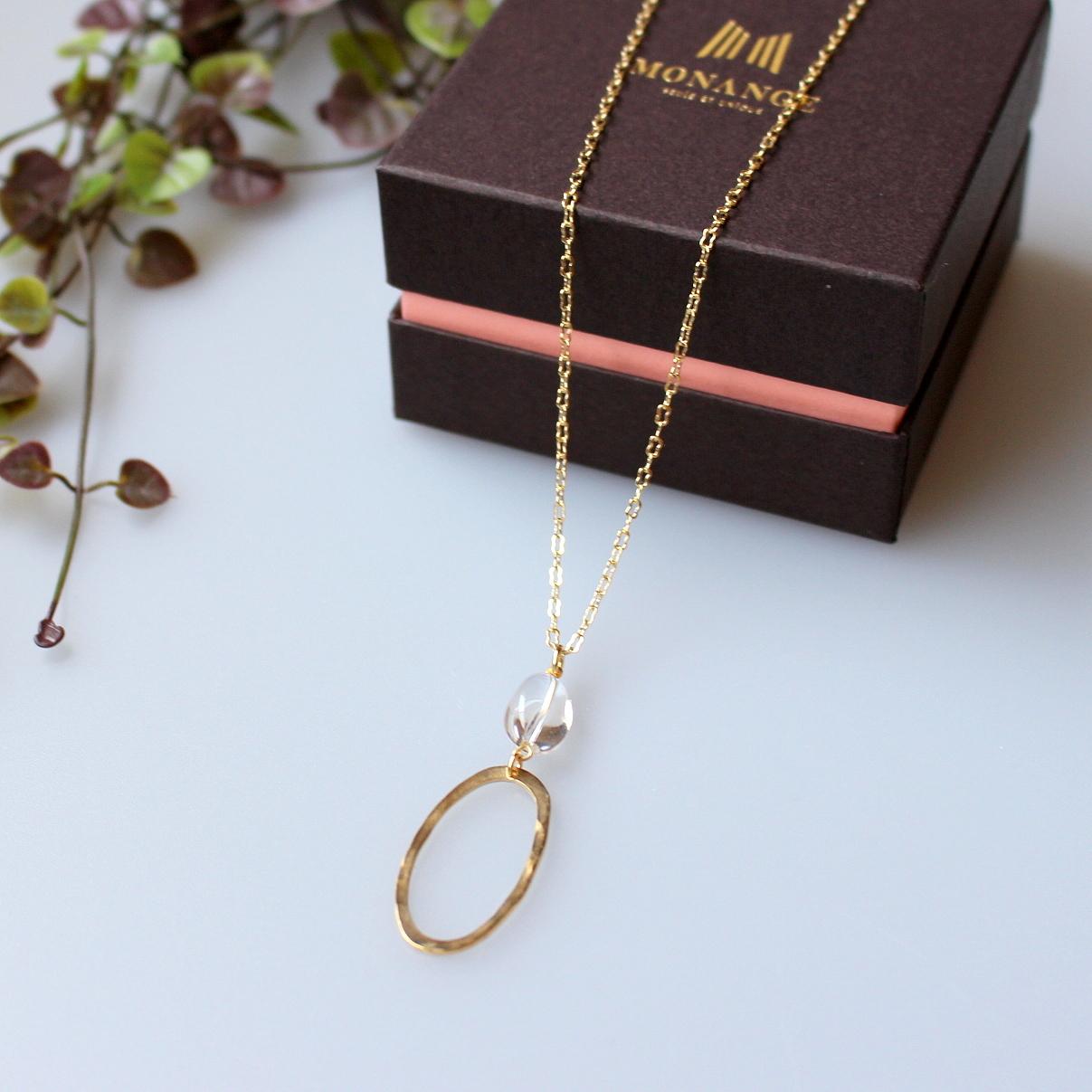 クリスタルとオーバル形真鍮パーツ ネックレス
