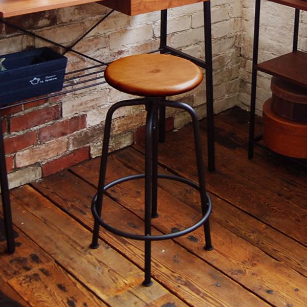 置くだけで様になる、木と鉄のスツール。これ一つでカフェ感が増すします!【高さ調整可能】