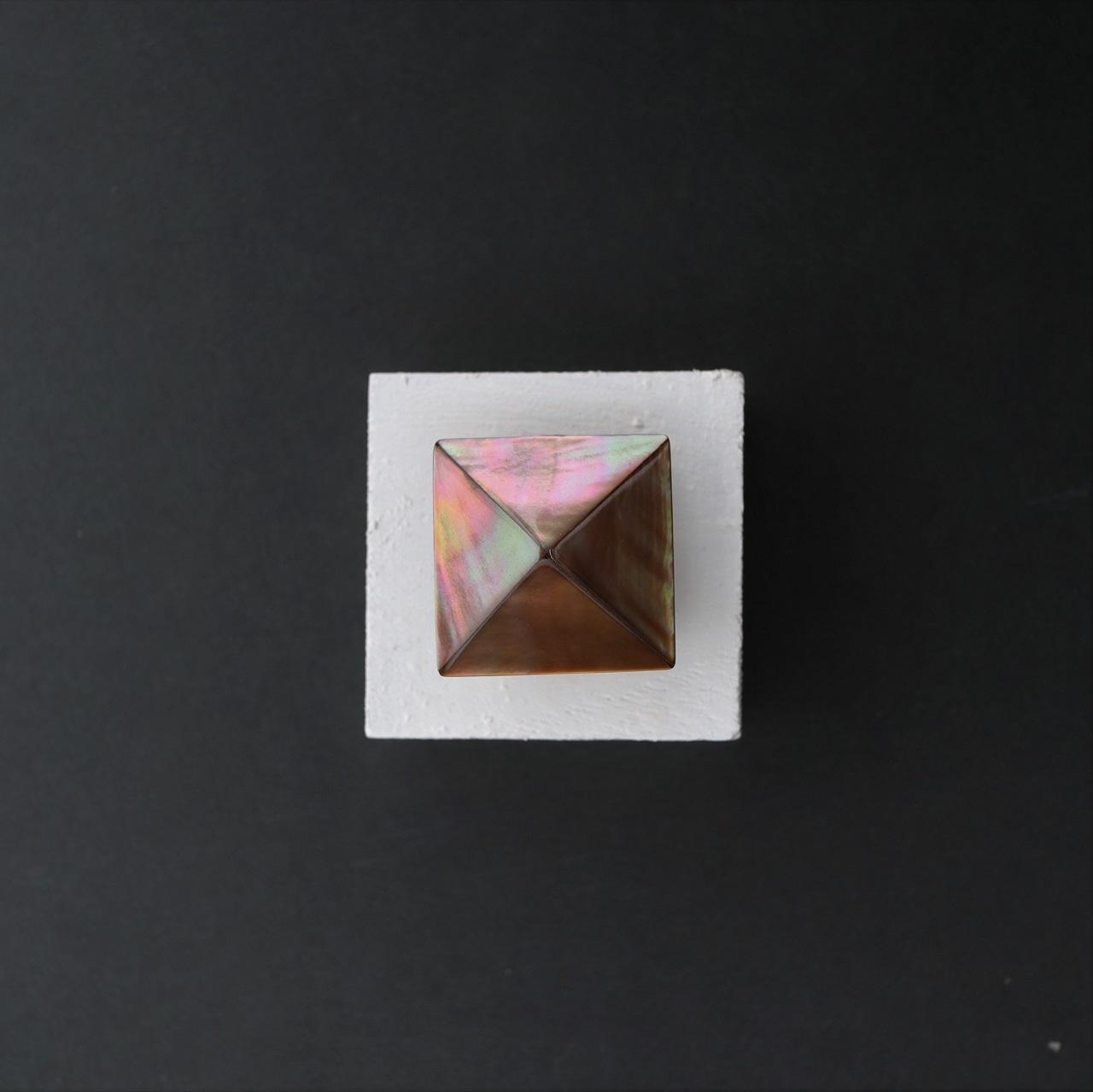 【帯留め】黒蝶貝ブラウン ピラミッド