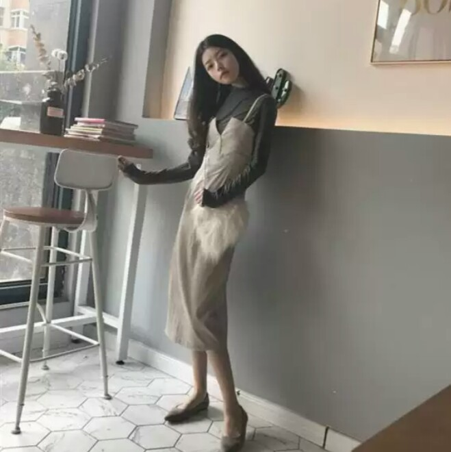 258257eaeb3b2b ... コーデュロイ ストラップワンピース キャミワンピース きれいめ シンプル セット 長袖 秋冬 韓国. ロングTシャツ+ワンピースのセットアップ。