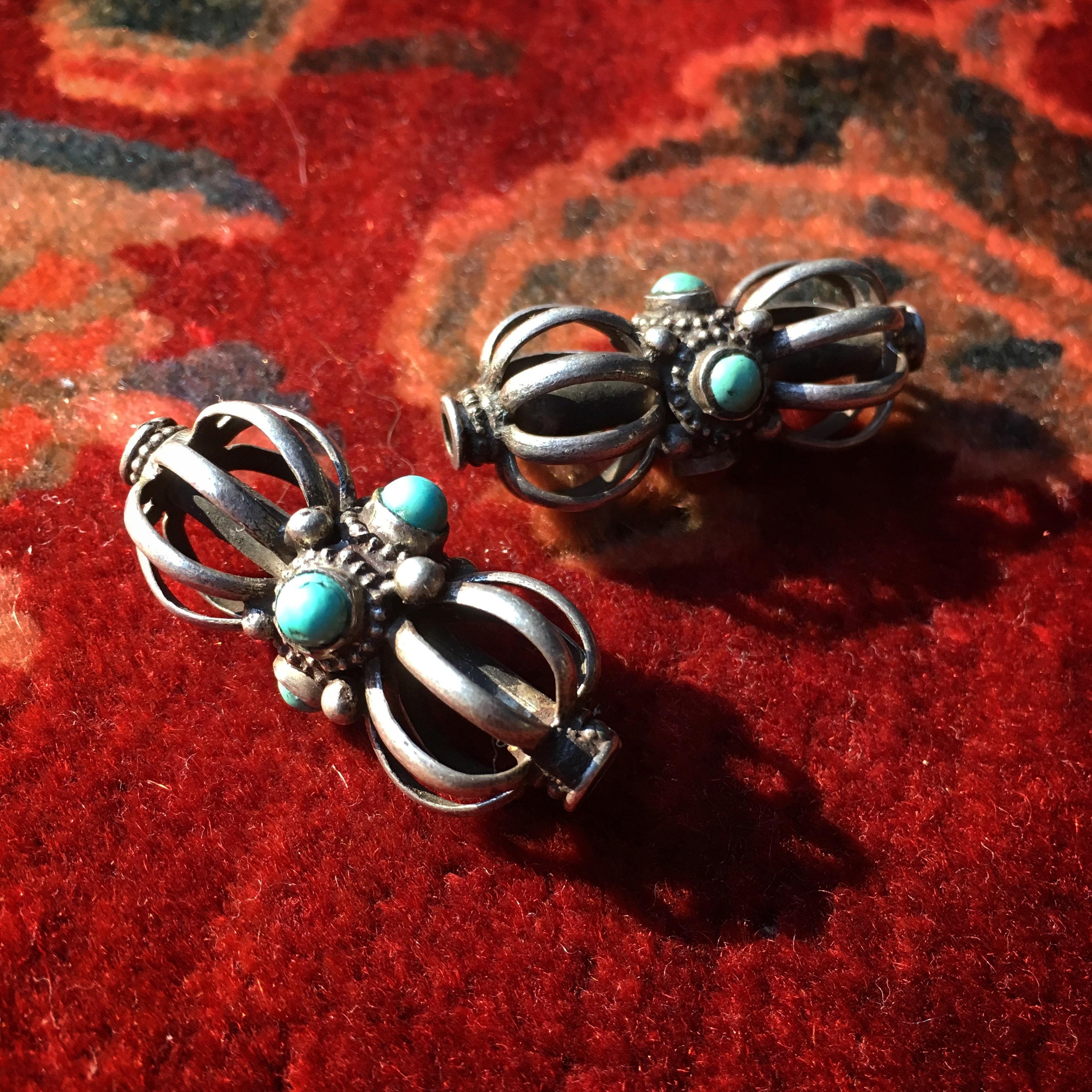 シルバー ドルジェ型 ターコイズ付き装飾品