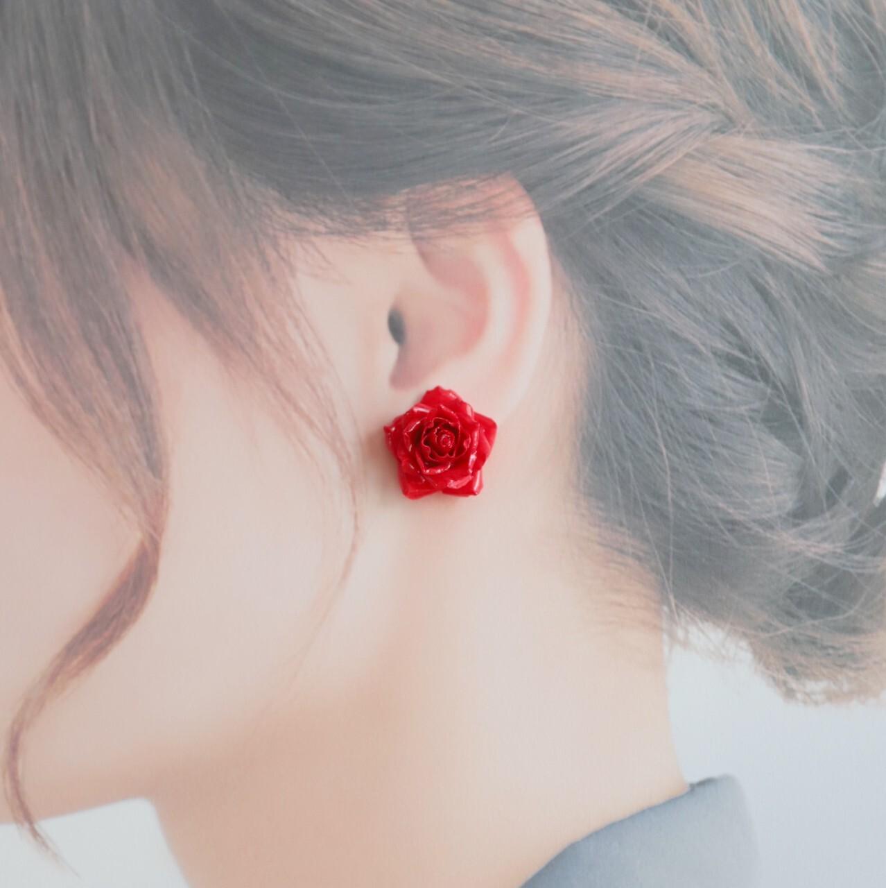 バラのイヤリング・ピアス【レッド】 バラ好きさん・小さい花・赤・プレゼント・バレンタインに