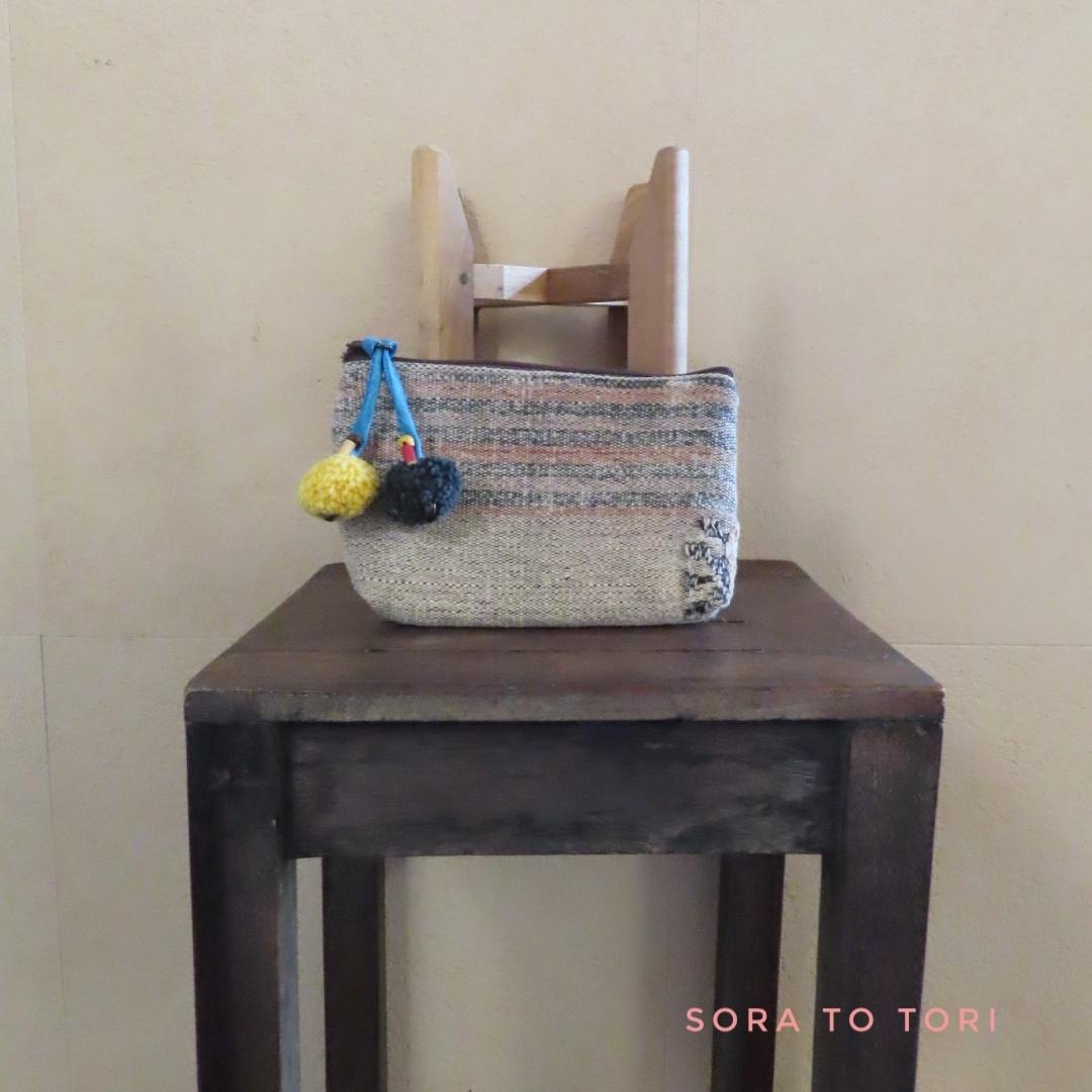 チェンマイ ナガ族刺繍のポーチ ボンボン色 黄色×紺色