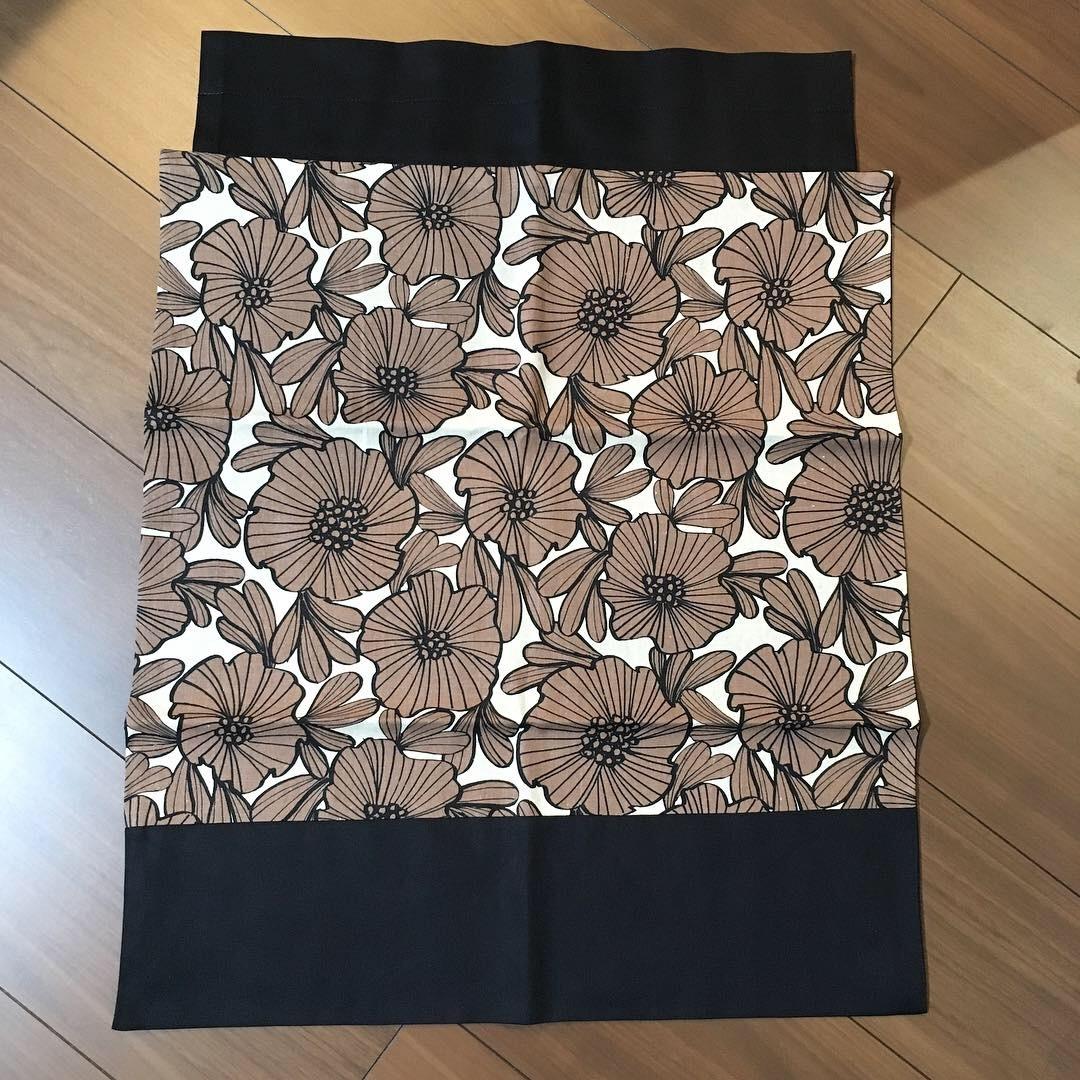 MOKKO wrap / 茶色の渋花柄