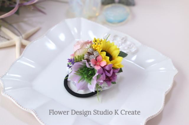ピンクのニゲラとヒマワリのヘアゴム お花 ヘアゴム 髪飾り 結婚式 参列 おでかけ 発表会