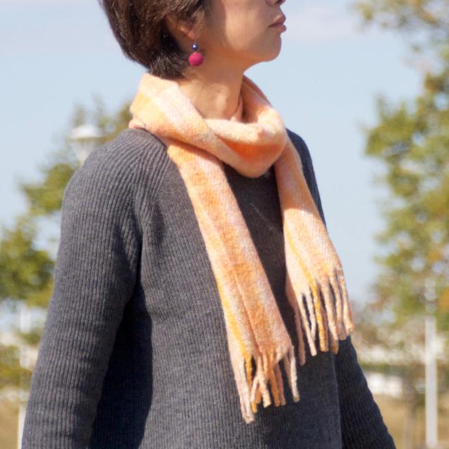 手紡ぎ手織りのマフラー〈やわらかタイプ〉(オレンジチェック)