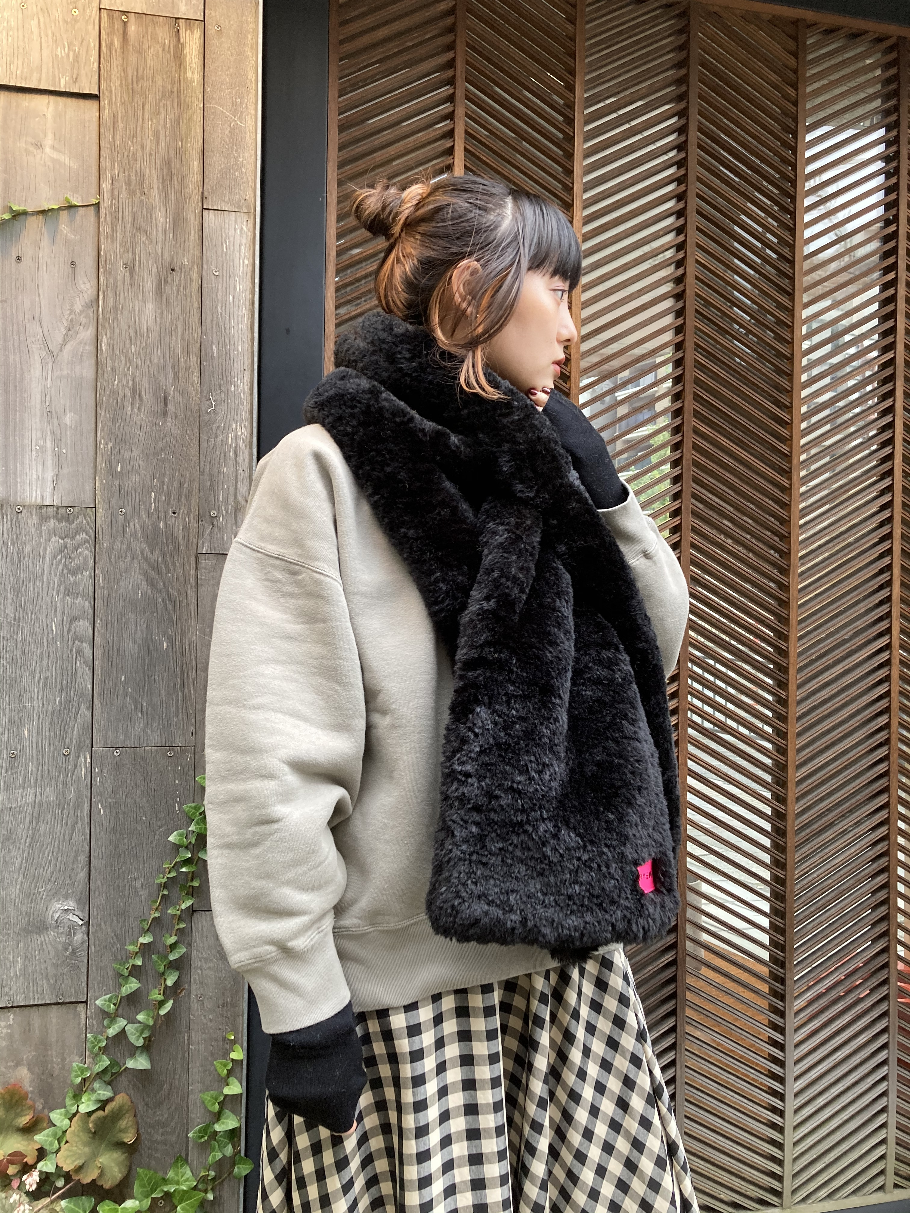 【20AW】OOFオーフ / Scarf 3007 in black curly pile faux fur