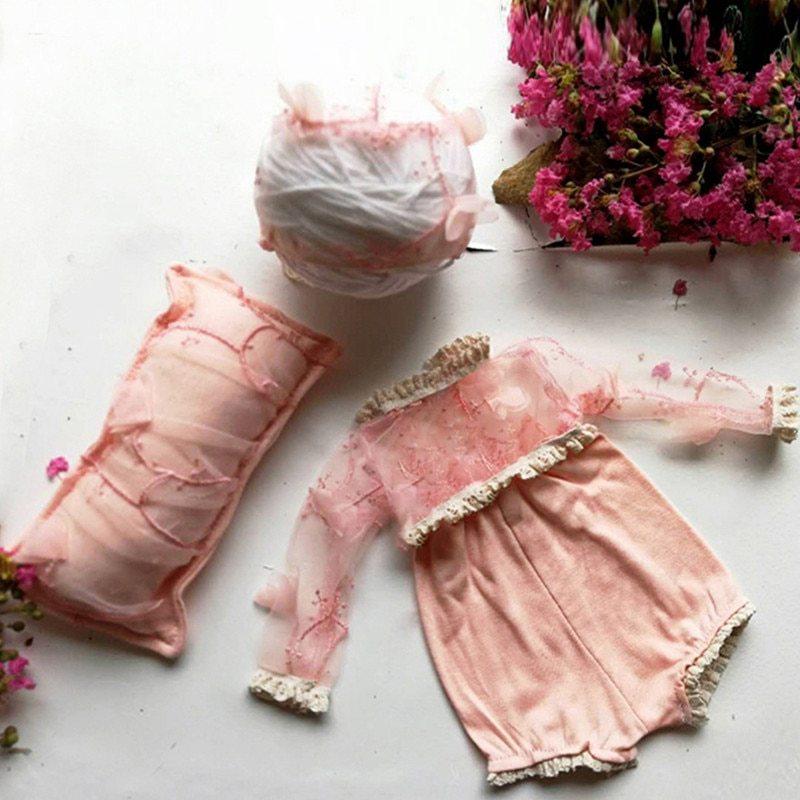 3色!春の美しすぎる新生児用レースの3点コーデset /枕・ボンネット・ロンパース