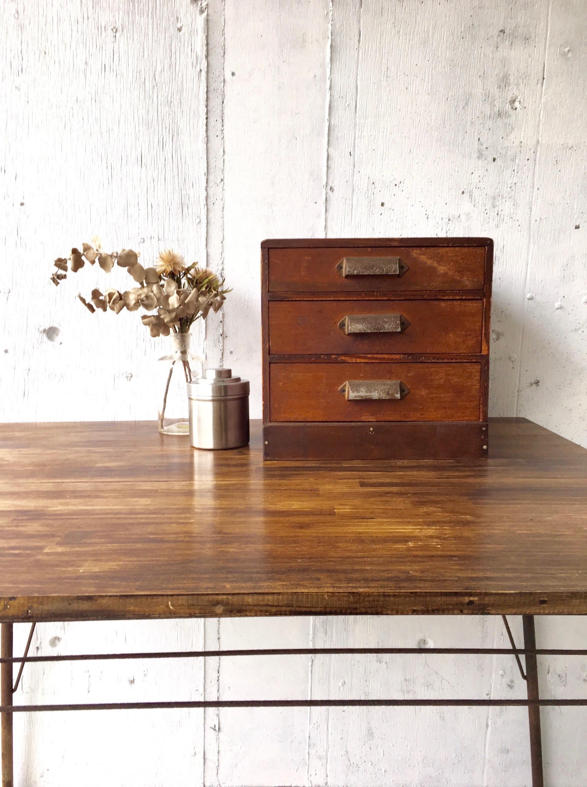 真鍮取手の小引出し3段[古家具]