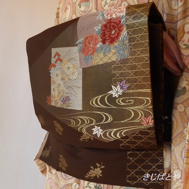 正絹 チョコ色に季節の花々のなごや