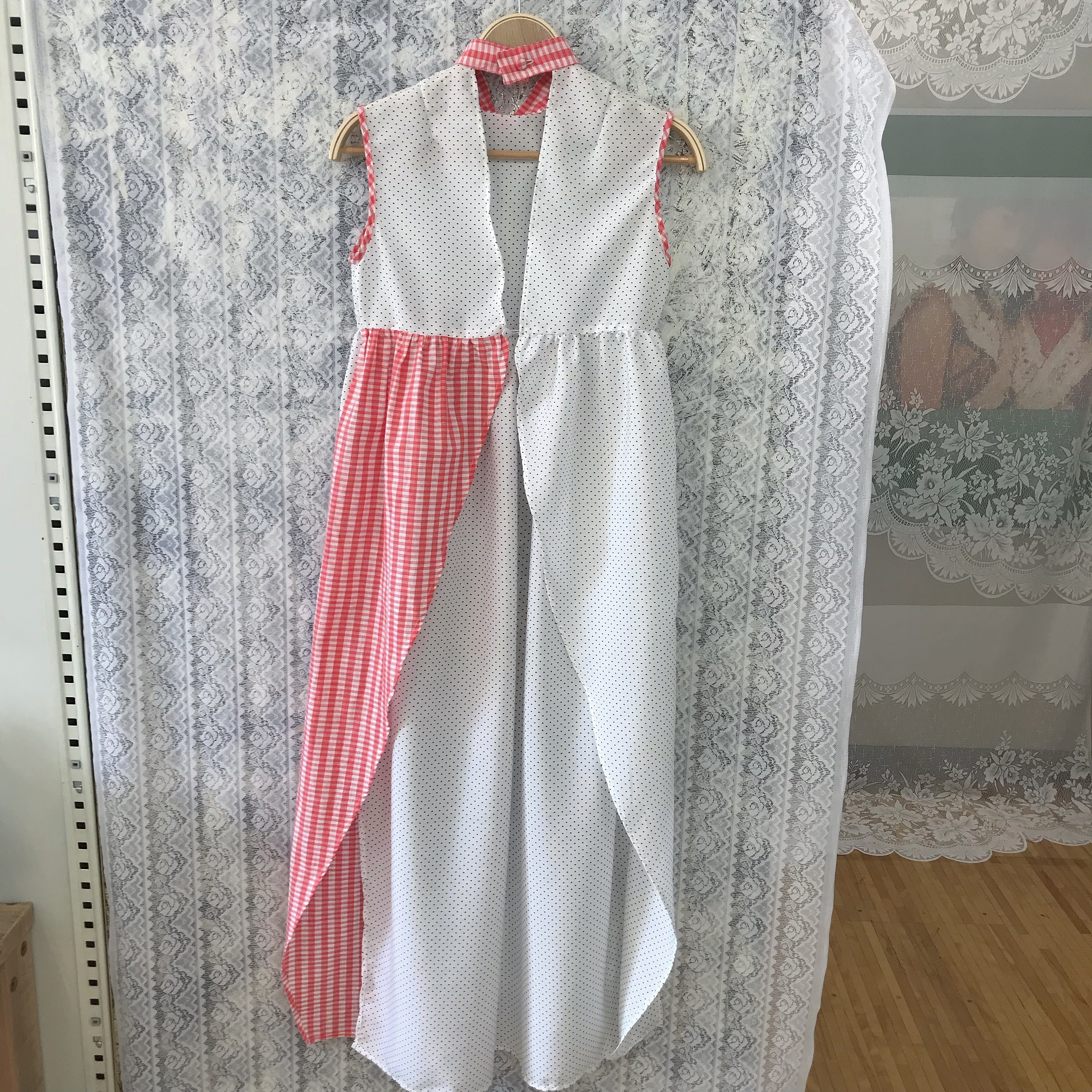 Apron dress〈white×red〉