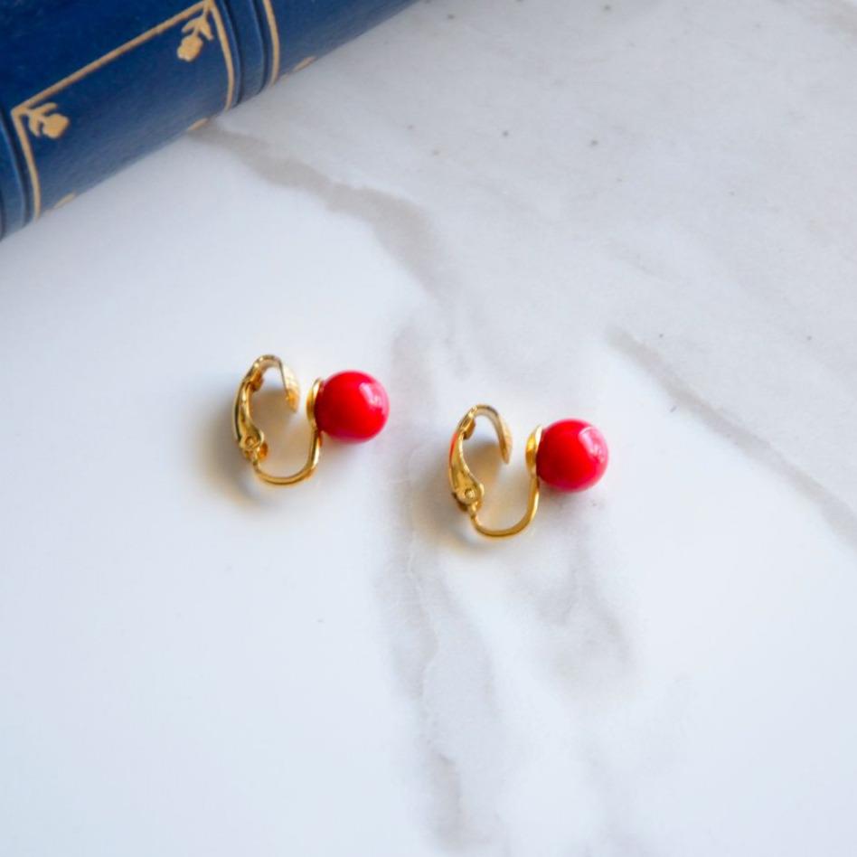Trifari 真紅のサンゴの様な70s イヤリング
