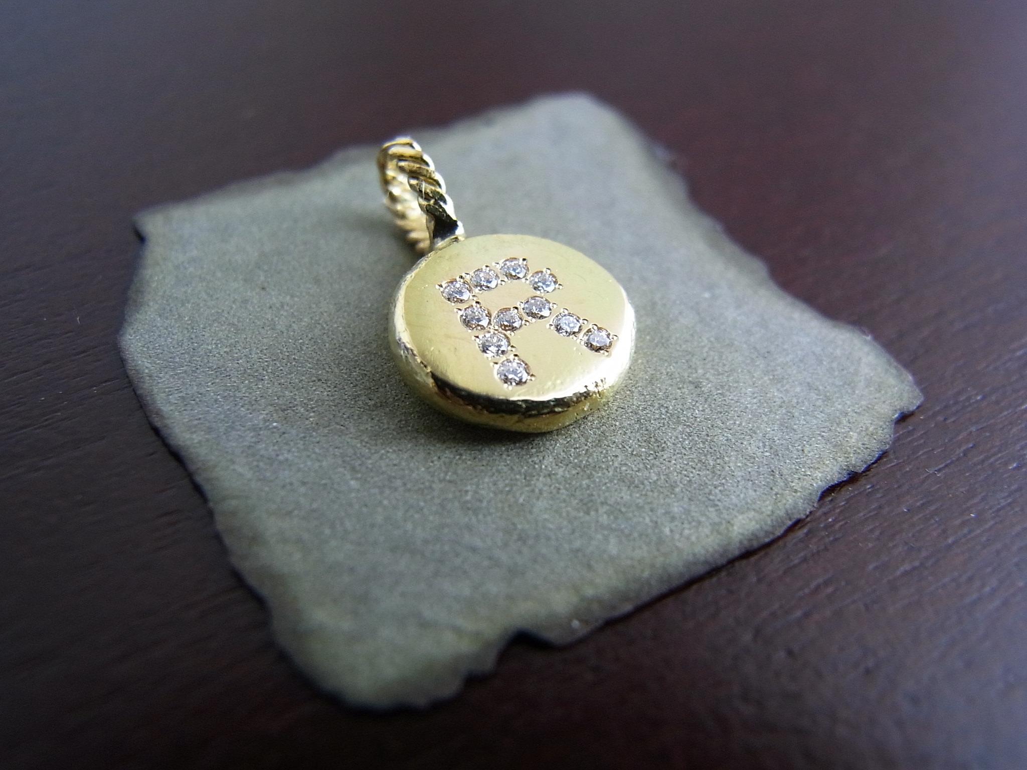 1g / K18×ダイヤモンド(orサファイヤ)・アルファベットA~Zペンダントトップ(チェーン別売)