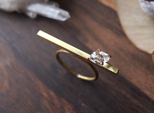 ハーキマーダイヤモンドの真鍮バーリング