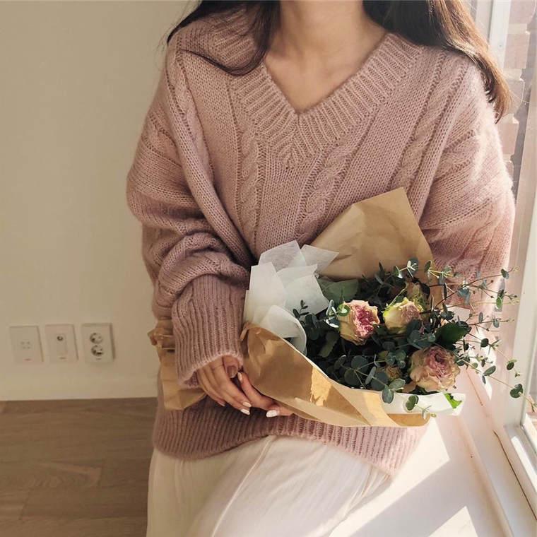 【送料無料】 くすみカラーでトレンド感アップ♡ Vネック ゆったり プルオーバー ケーブル編み ニット トップス