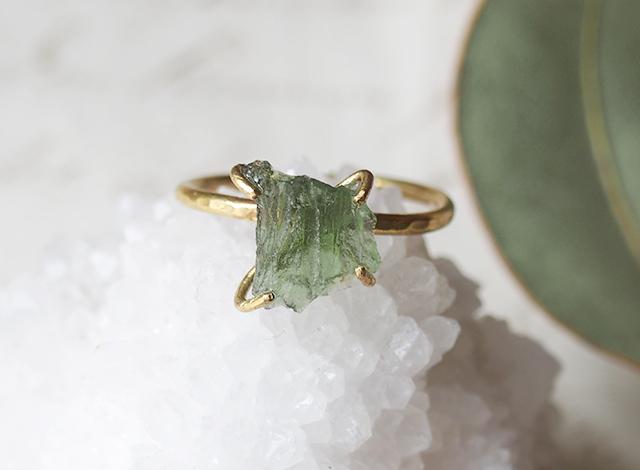 【一点物】原石のモルダバイトのリング