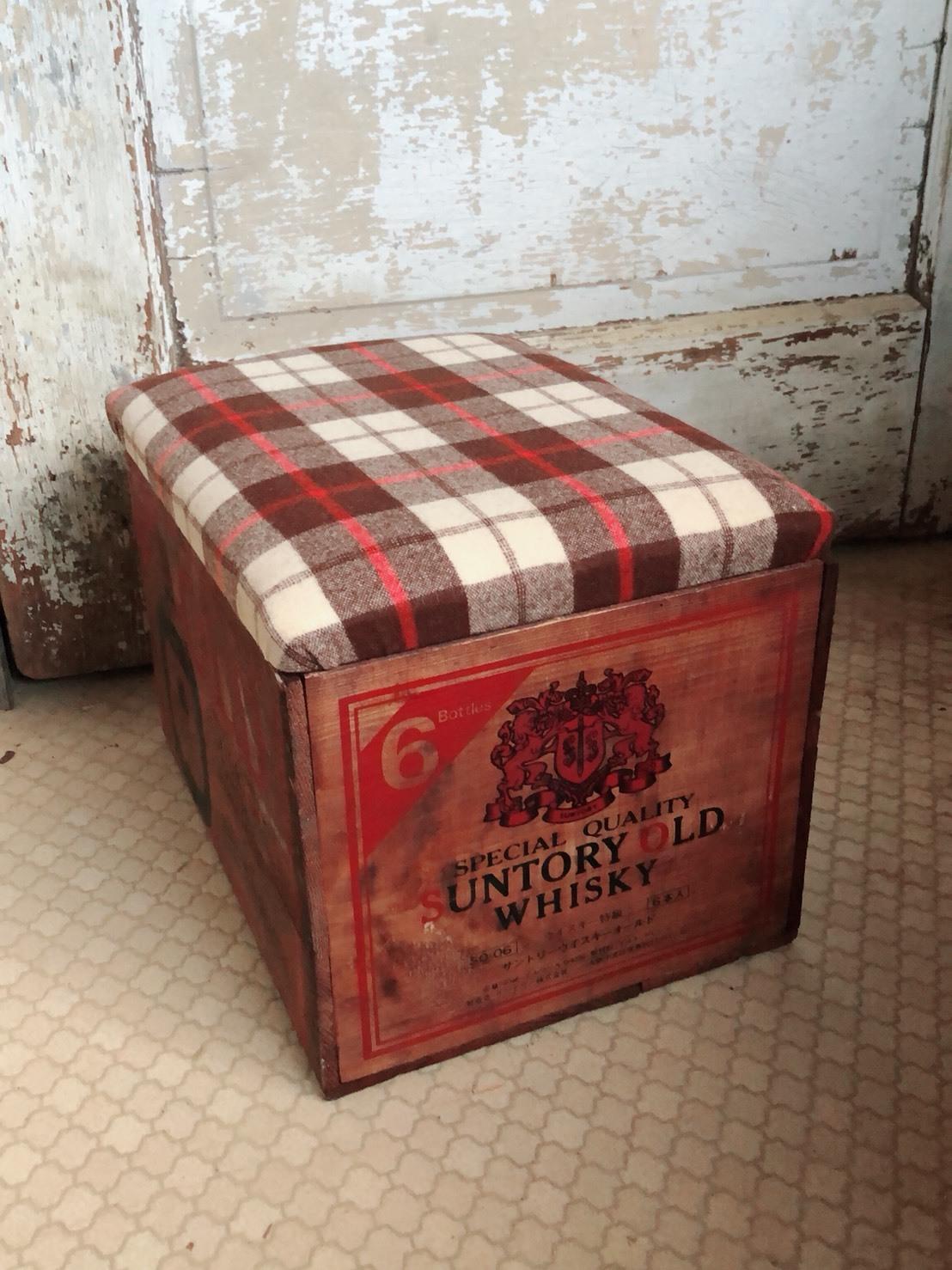 ちっちゃい木箱椅子  1