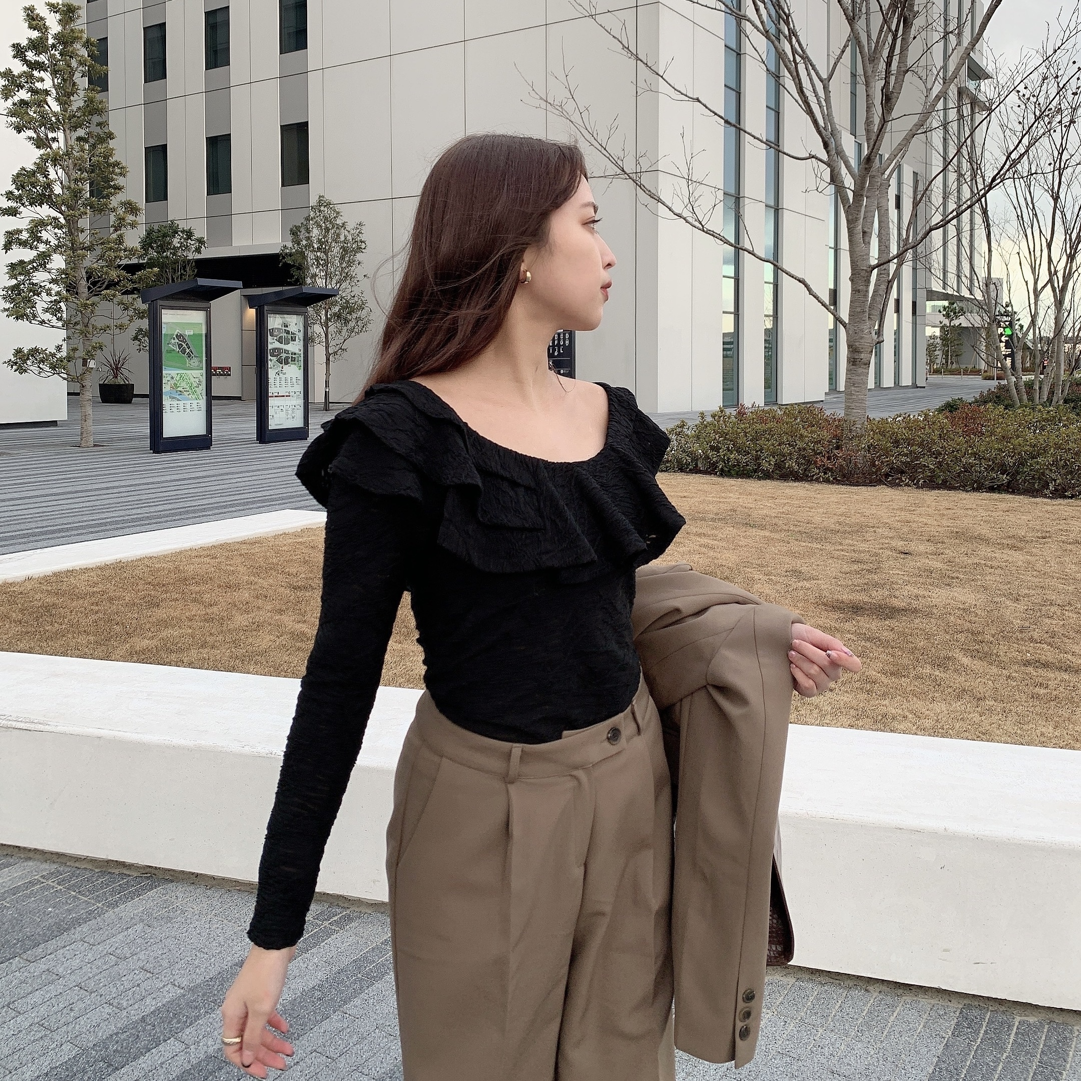 2/19 NEW decollete frill tops