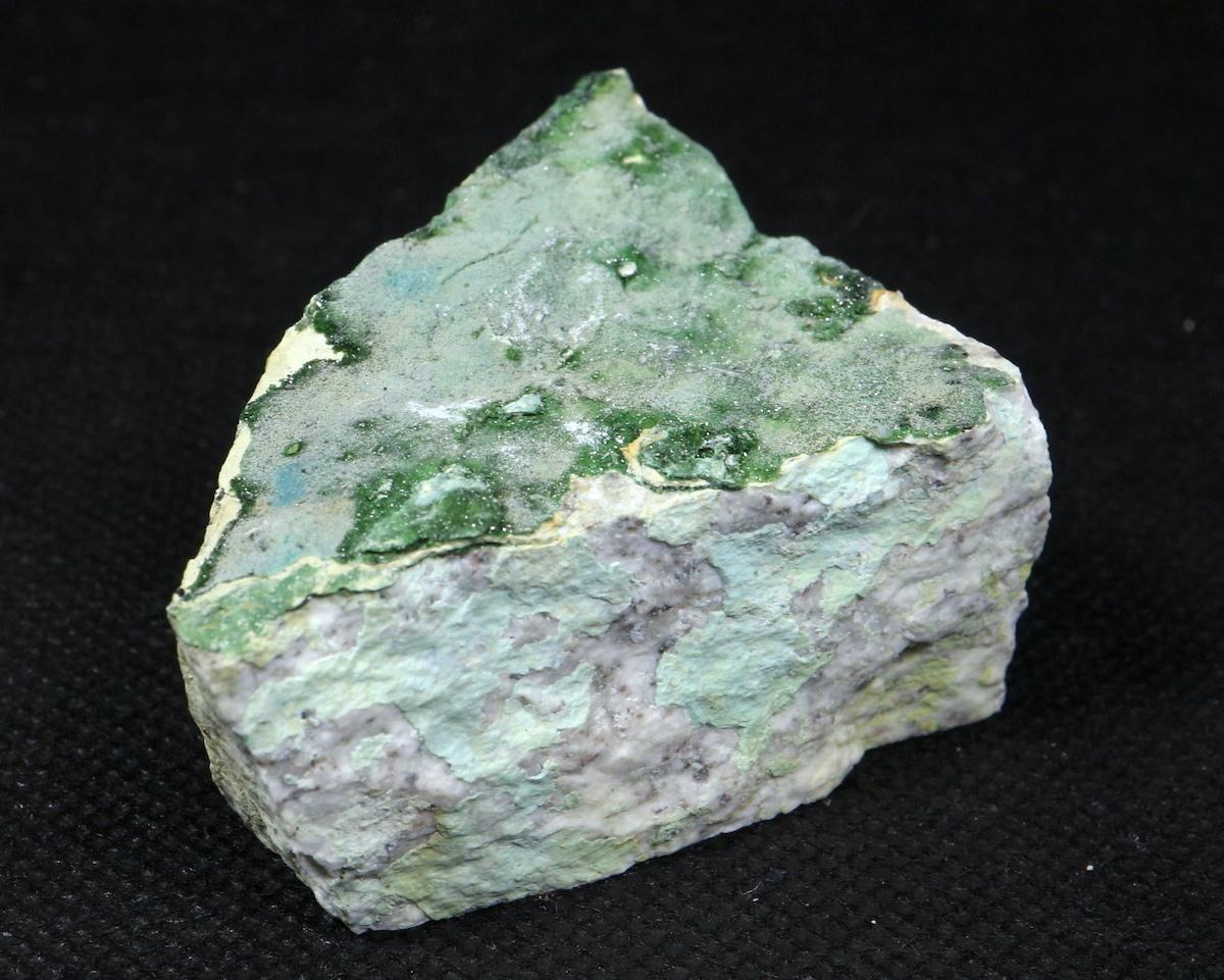 燐銅鉱  + フッ素燐灰石 Libethenite + Fluorapatite ネバタ産 75,4g LBN002