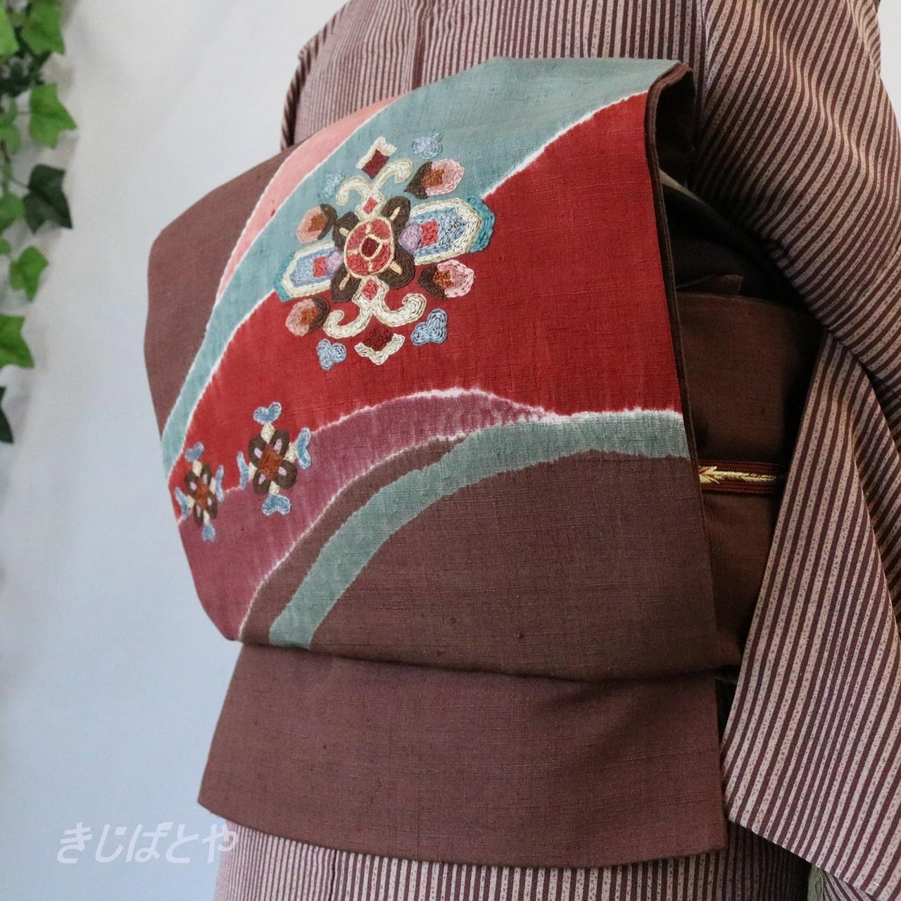 正絹紬 深い小豆色に絞りと刺繍の袋帯