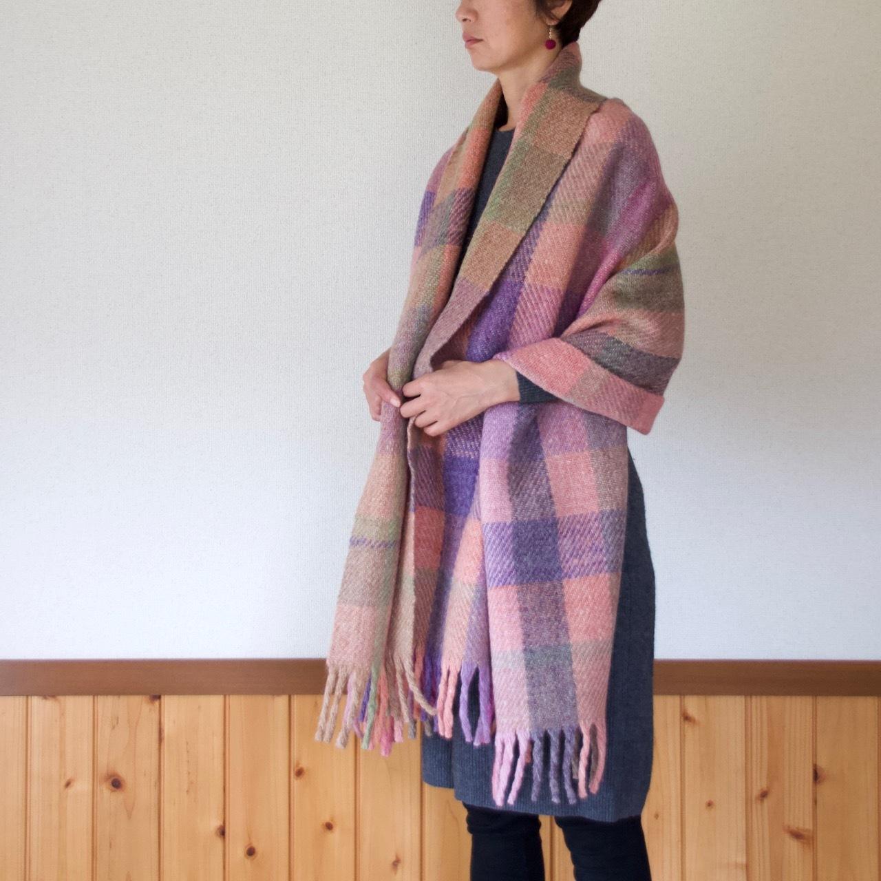 手紡ぎ手織りのブランケット〈しっかりタイプ〉(ピンク系)