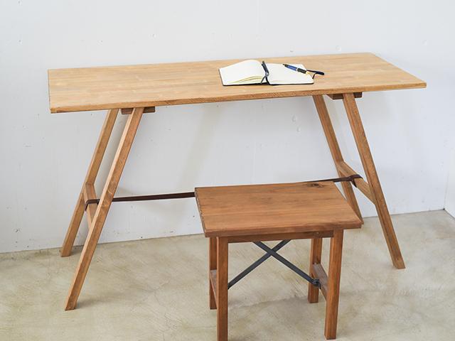 『パッチワーク板の天板』の組み立て式ワークテーブル