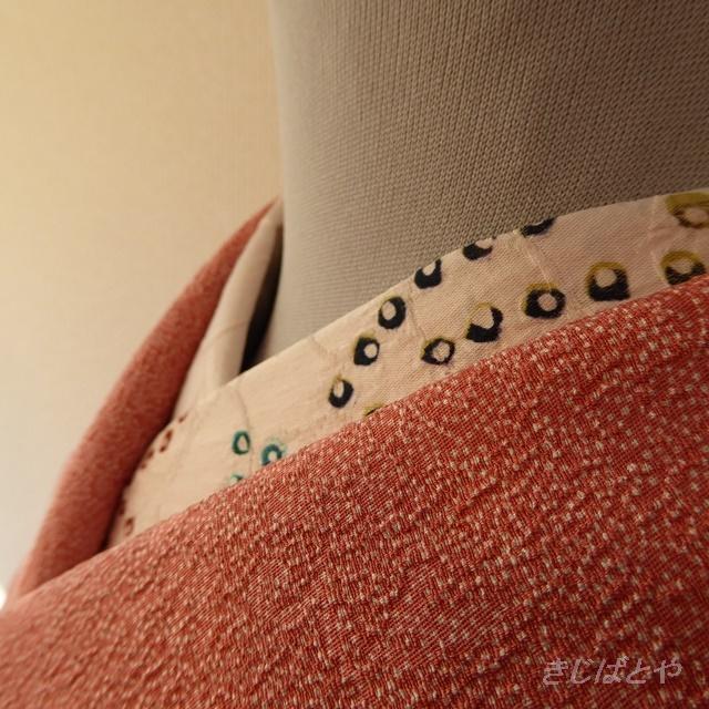 正絹綸子 白地に楓の絞りのはぎれ 半襟に