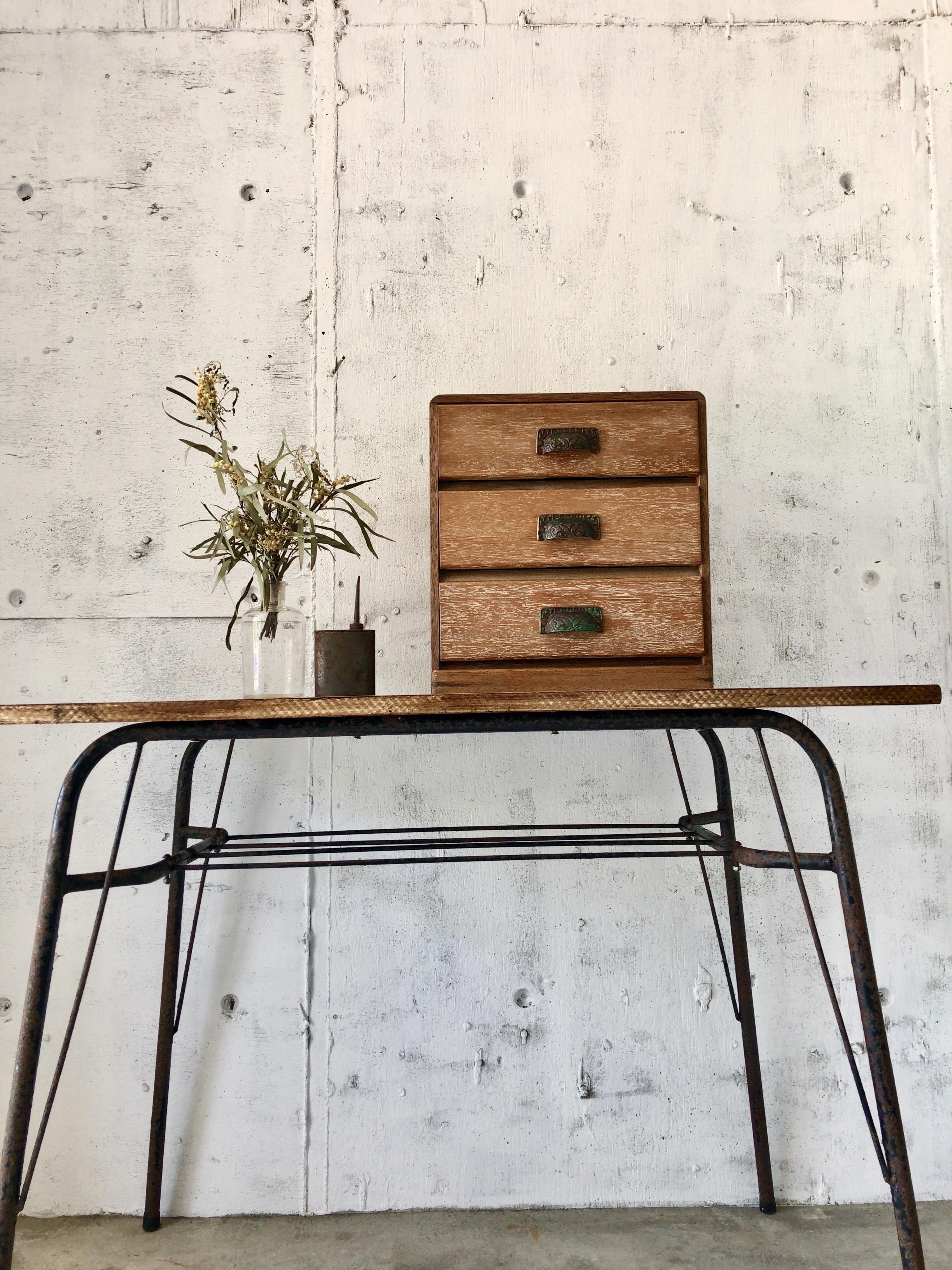 真鍮取手の小引き出し3段[古家具]