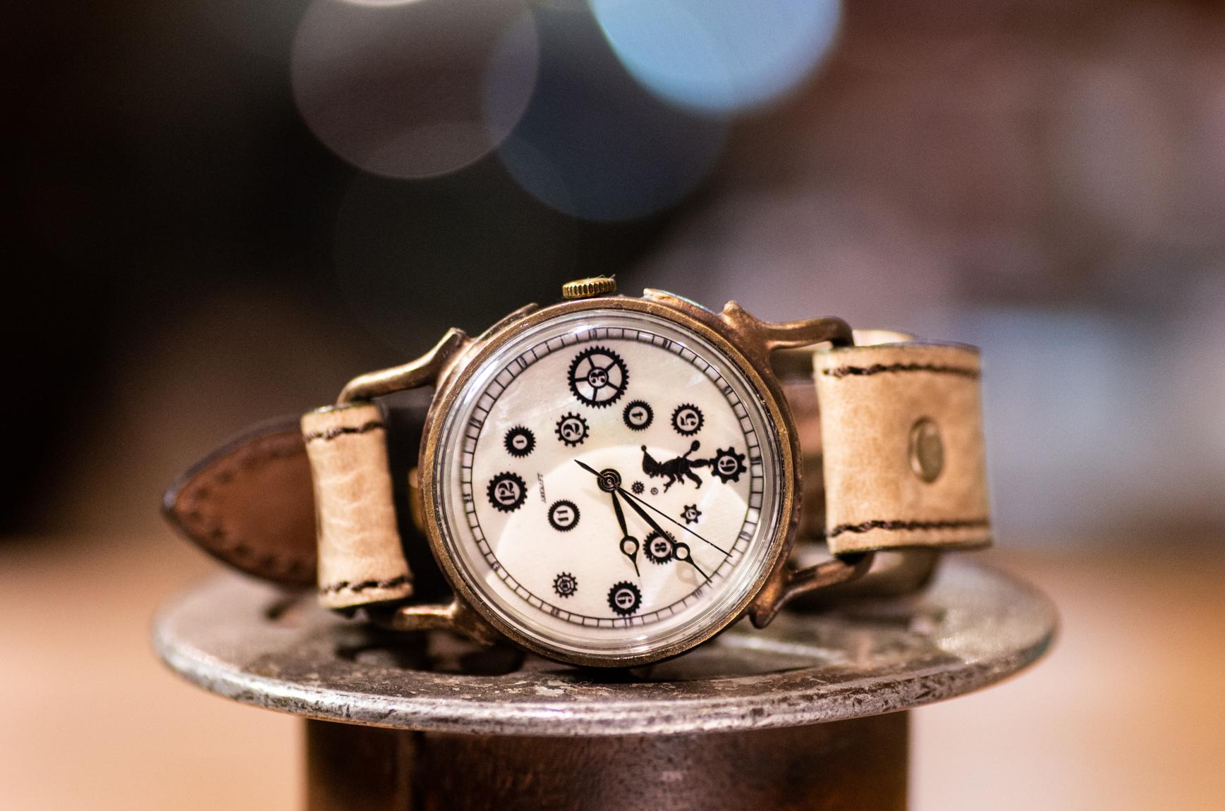 歯車とピエロの影絵の腕時計(Pivo Large/在庫品)