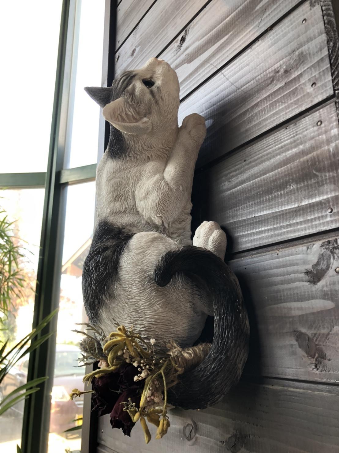 ドライフラワーと猫の置物 - キジシロ
