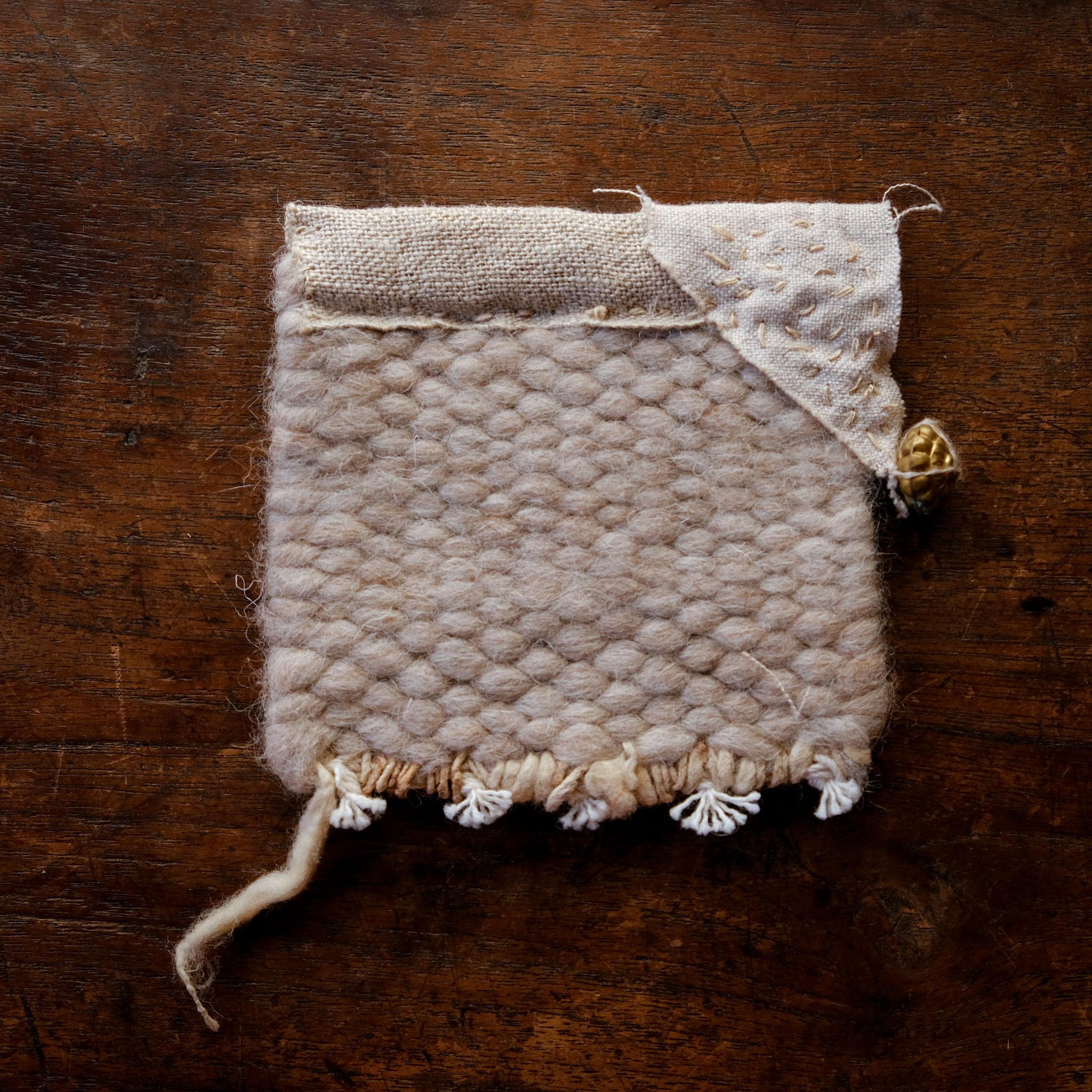 l'isle + beige 手織りウール 糸かざりマット 1