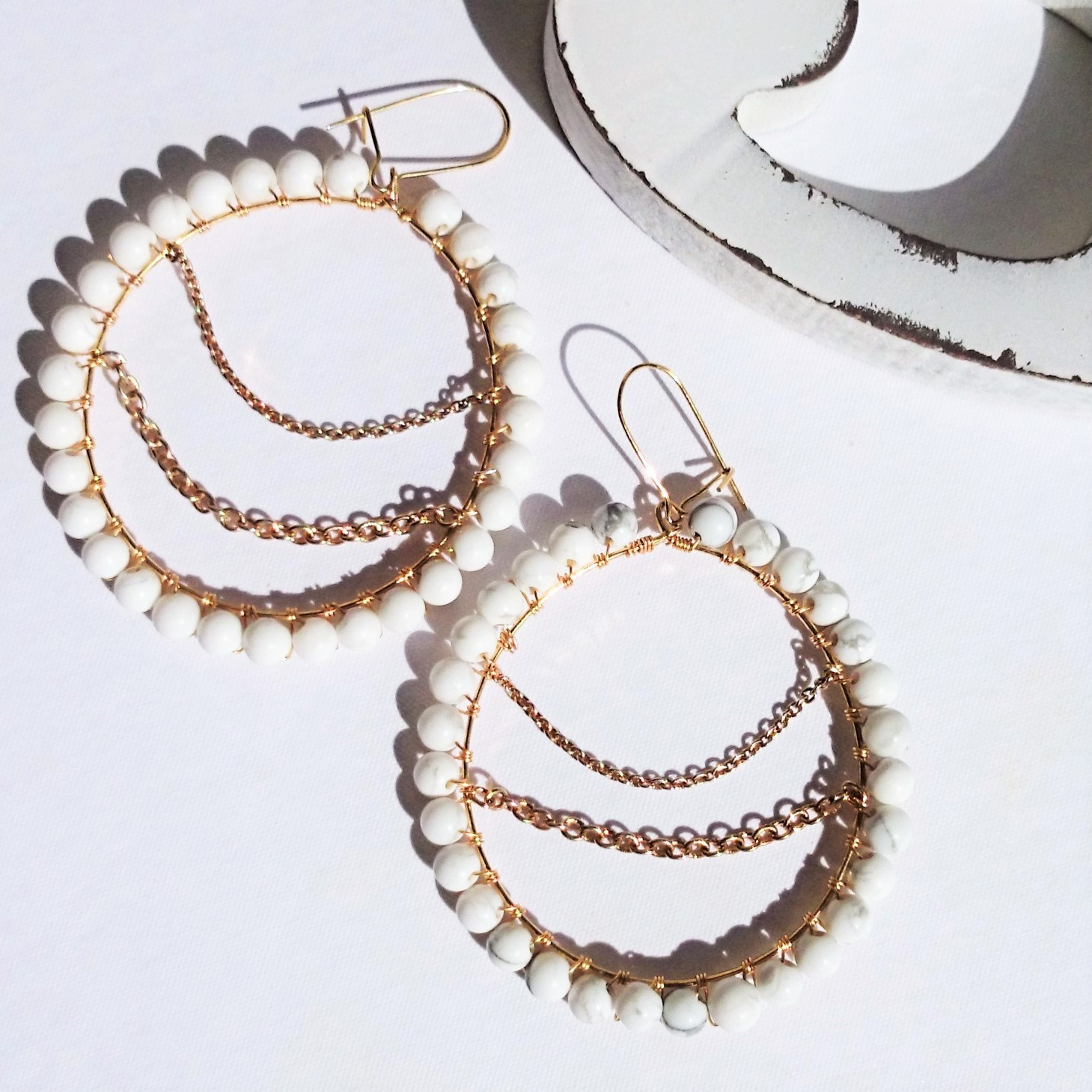 送料無料Howlite*wraped hoop pierce/earring