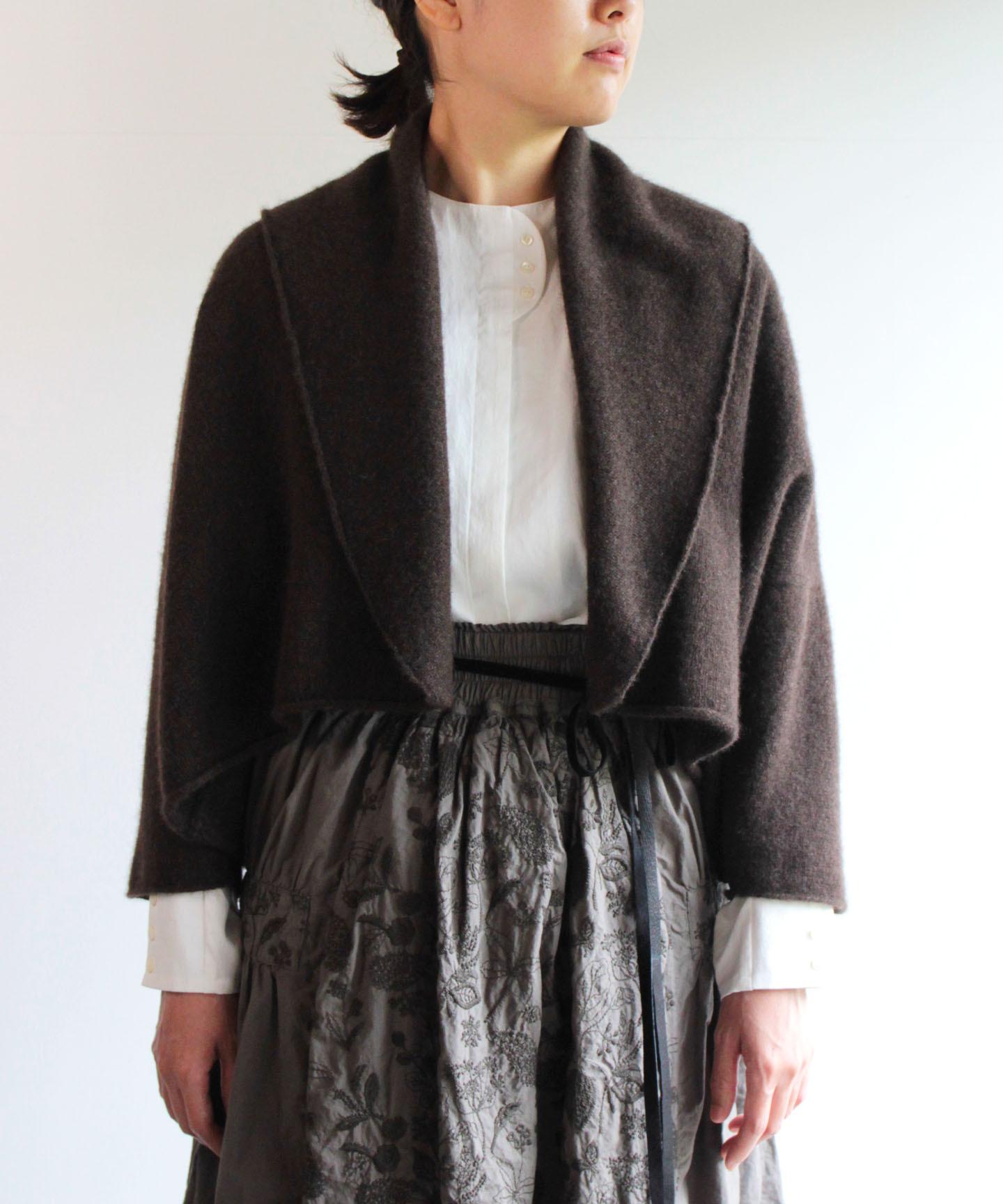 【予約販売】手編み機で編んだヤク糸(NO.21)の襟付きボレロ(YAA-416)