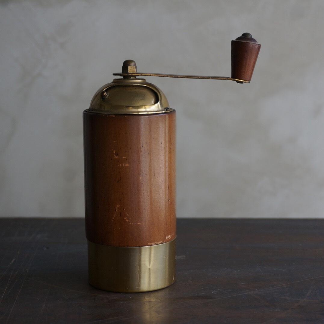 アルミと木製のミル