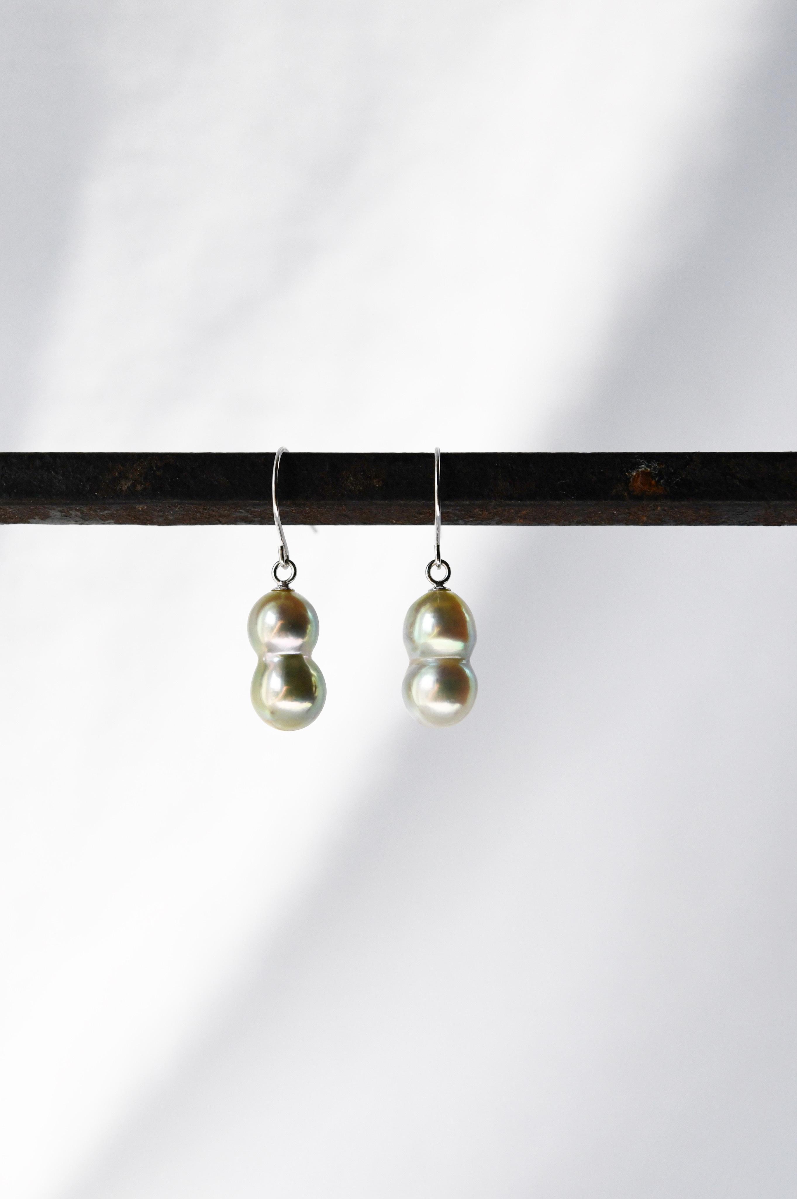 K18WG Akoya Twins Pearl Earrings 18金アコヤ双子真珠ピアス