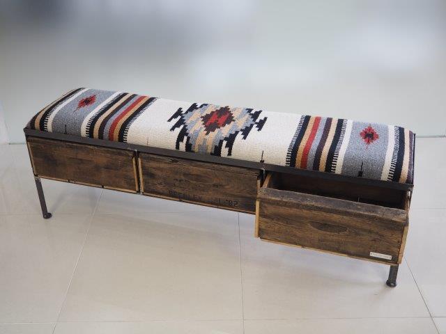 品番UMR3-101   3drawer ottoman[nerrow/ Tribal rug]
