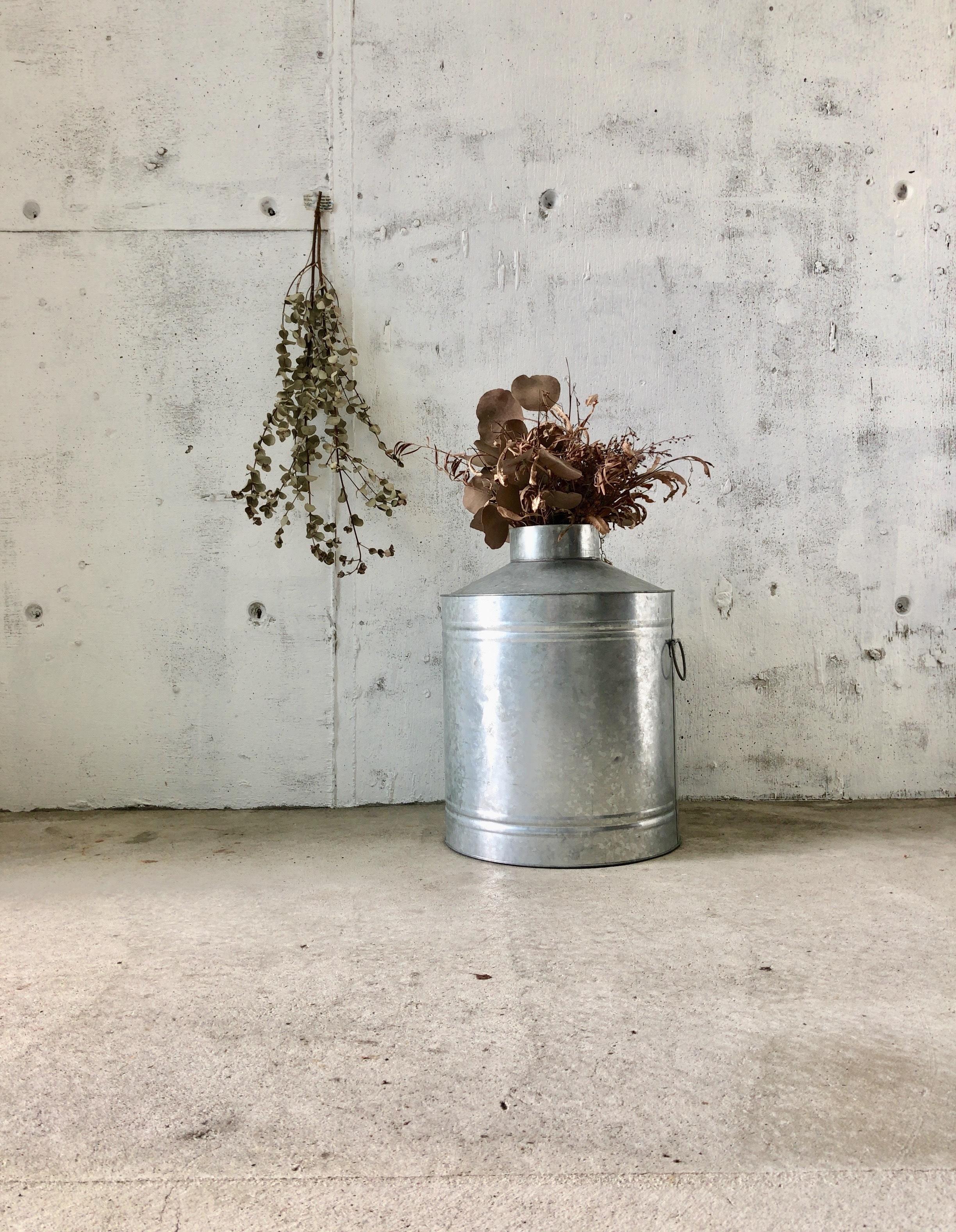 レトロなブリキ缶[古道具]