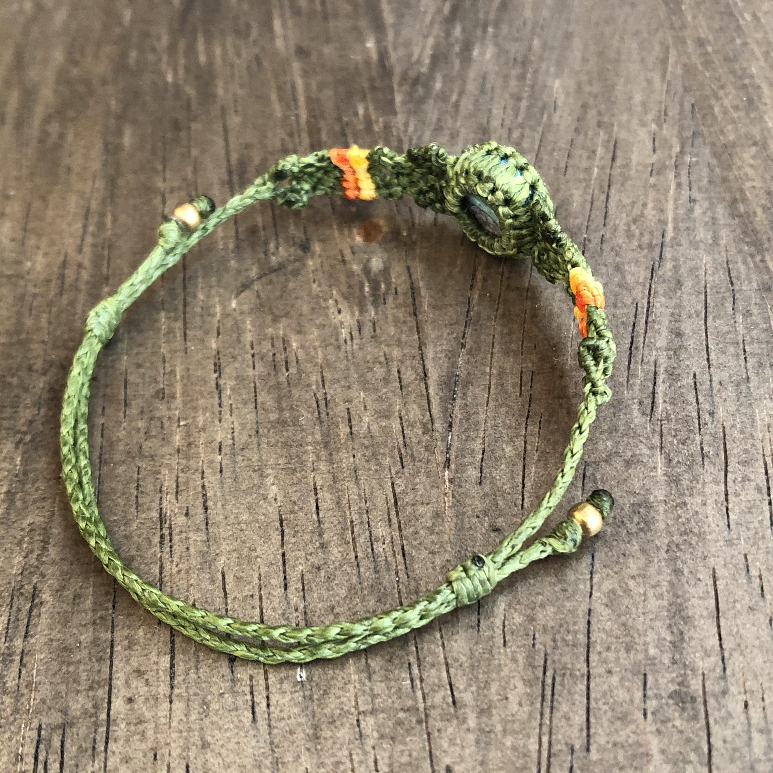 レインボーカルシリカのグリーンカラーブレスレット