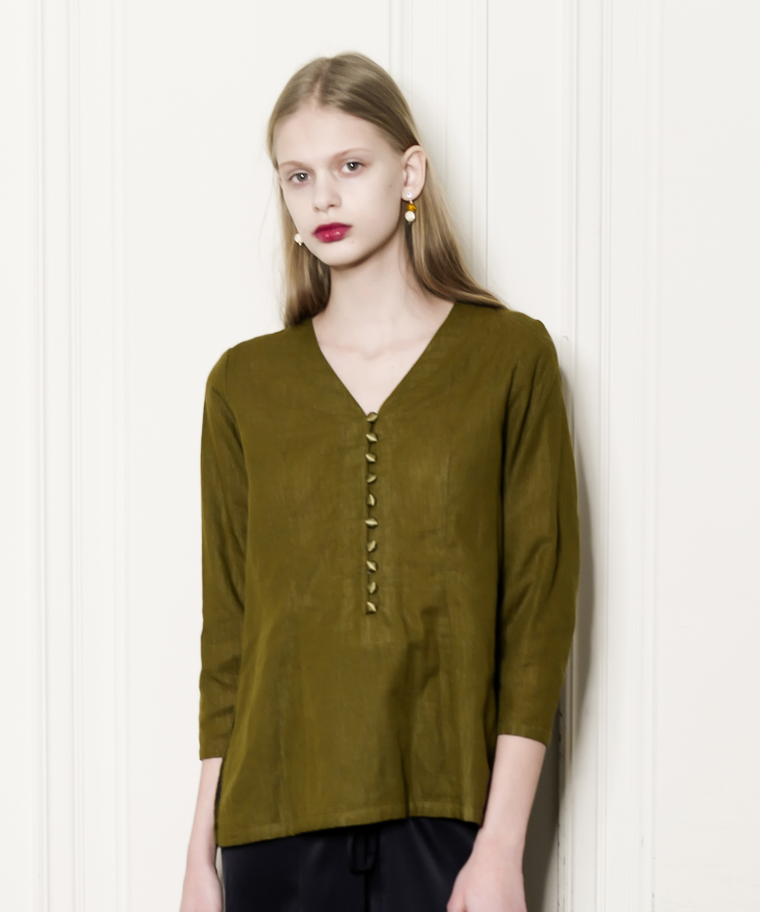 df17SM-02 GAUZE V NECK TOPS (khaki)