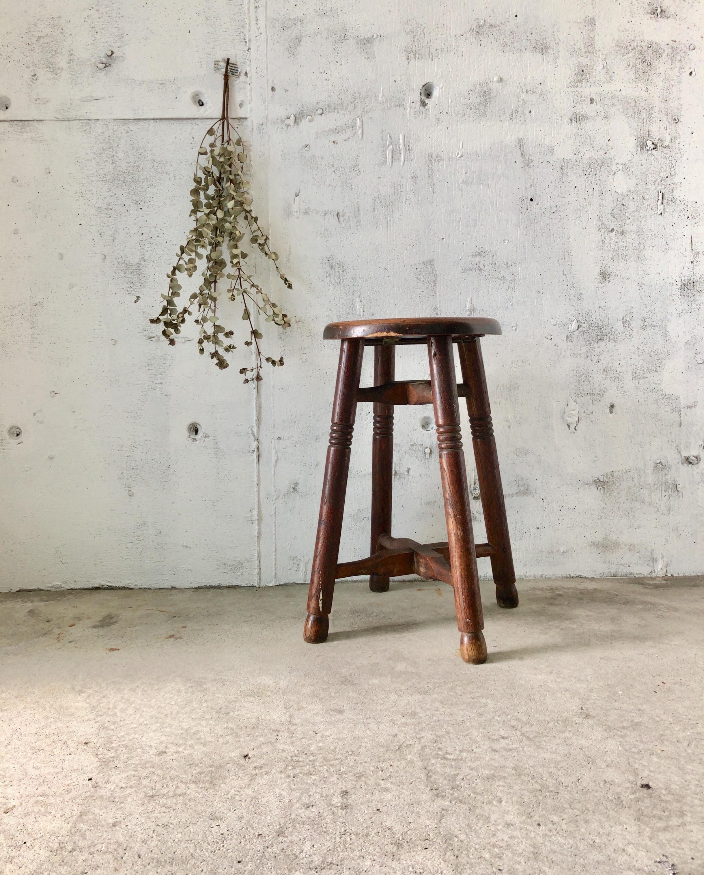 濃い木味のスツール[古家具]