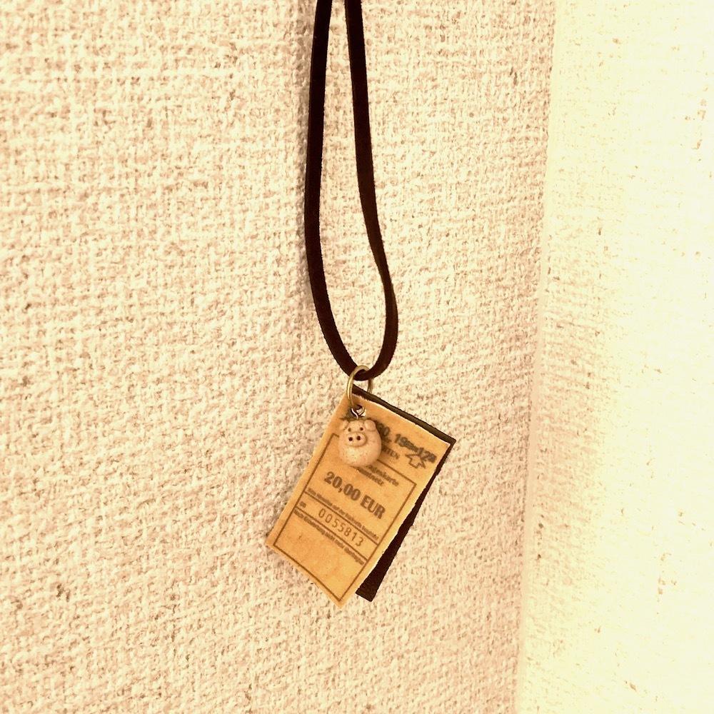 ぶたさんと革とチケットの紐ネックレス