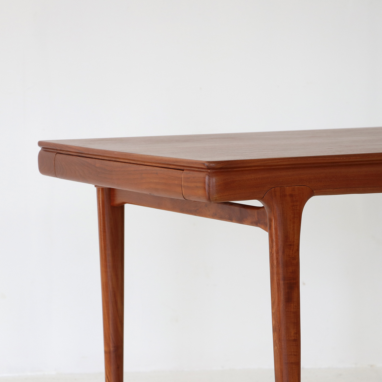 Dining table / Johannes Andersen for Uldum Mobelfabrik