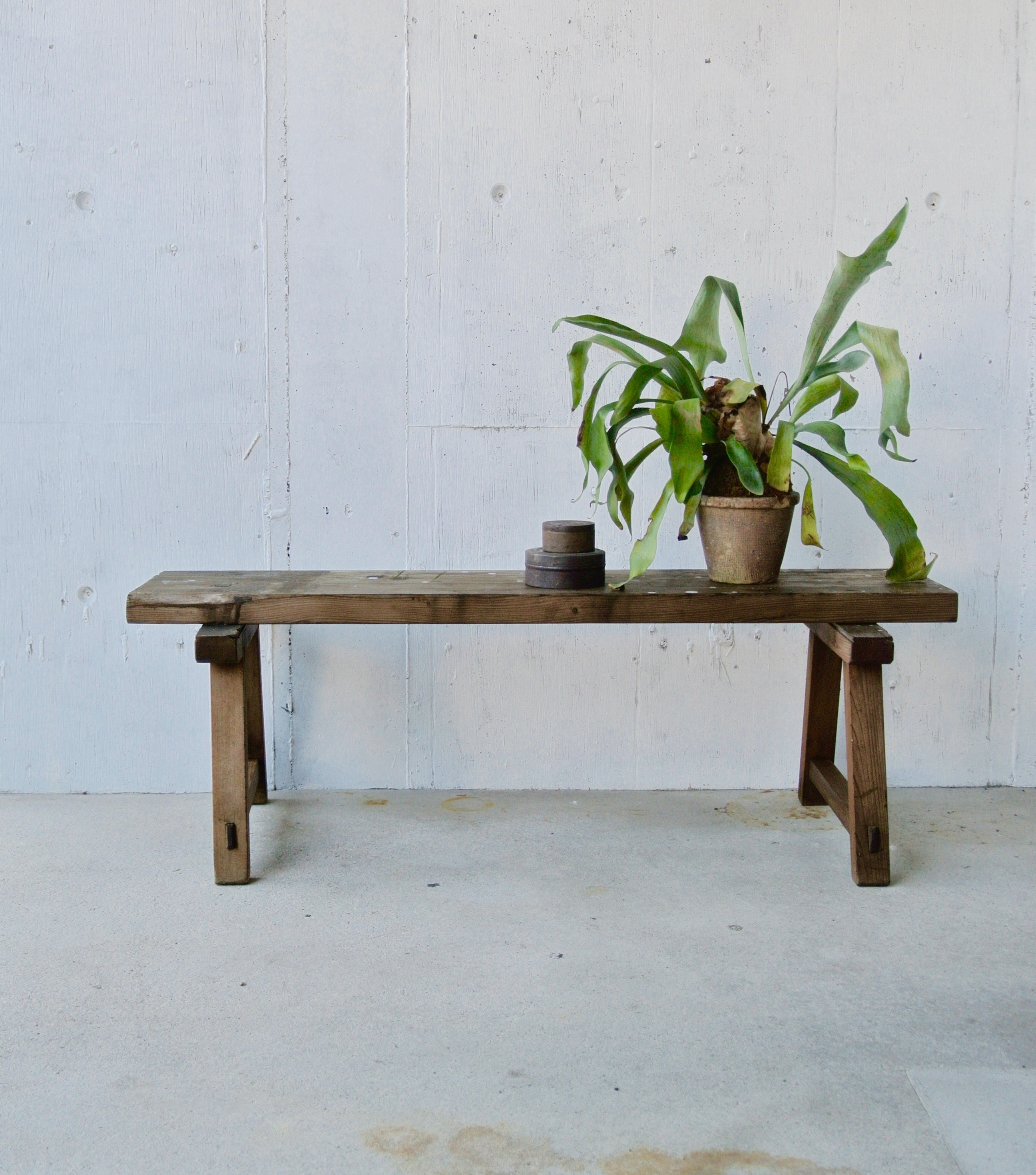 レトロな濃い木味のベンチ[古家具]