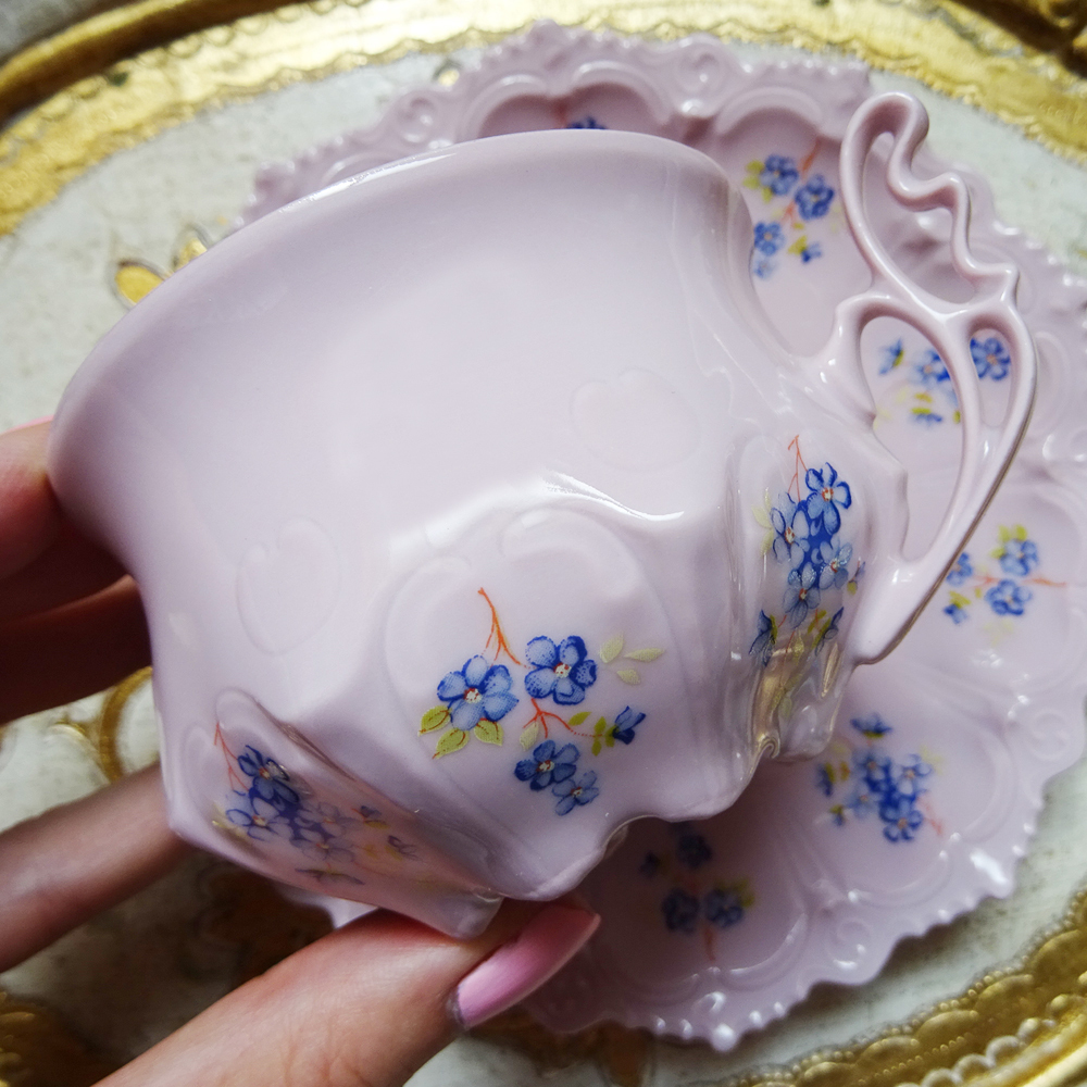 チェコスロバキア ホドフ社 H&C ピンクポーセリン すみれ柄のカップ&ソーサー