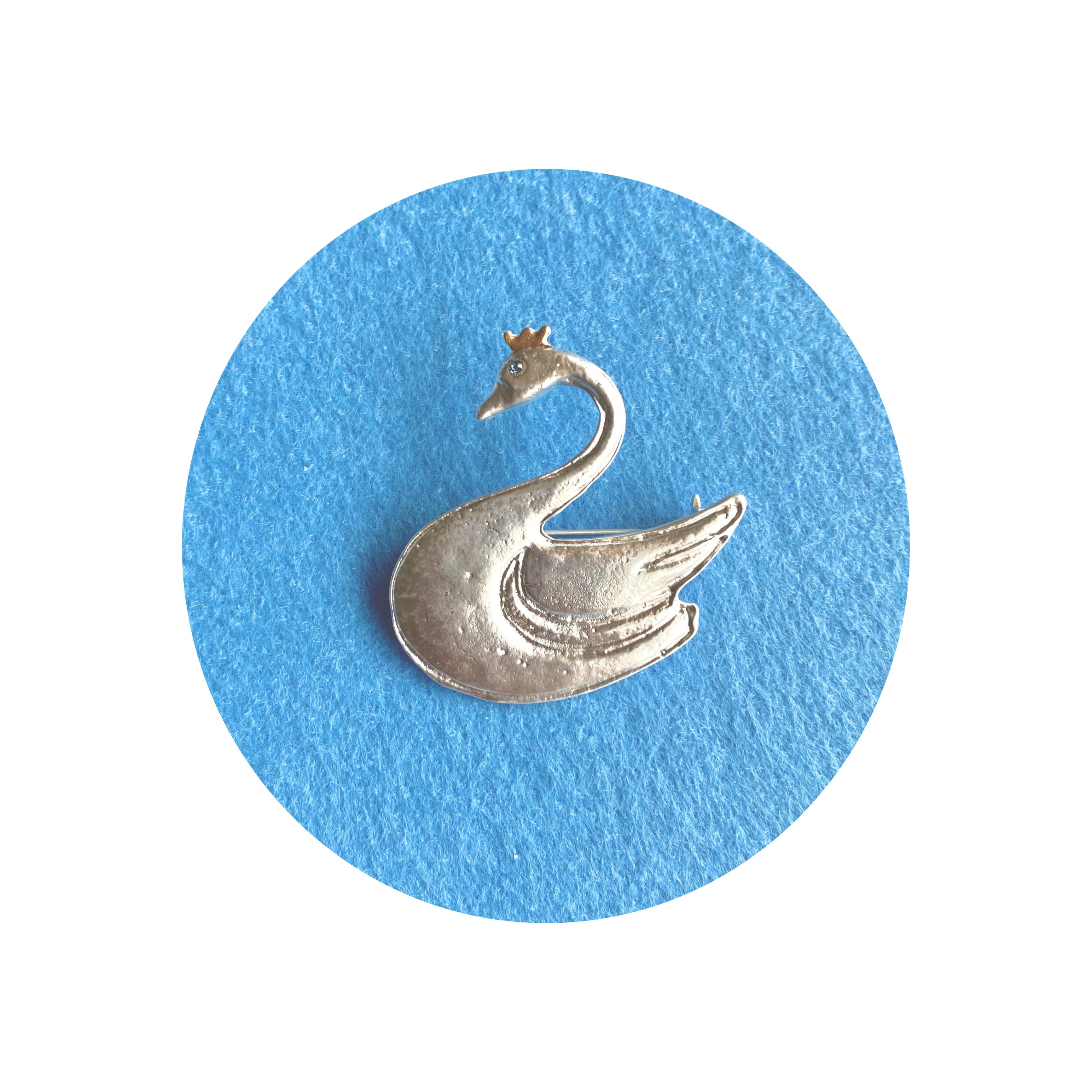 白鳥のブローチ