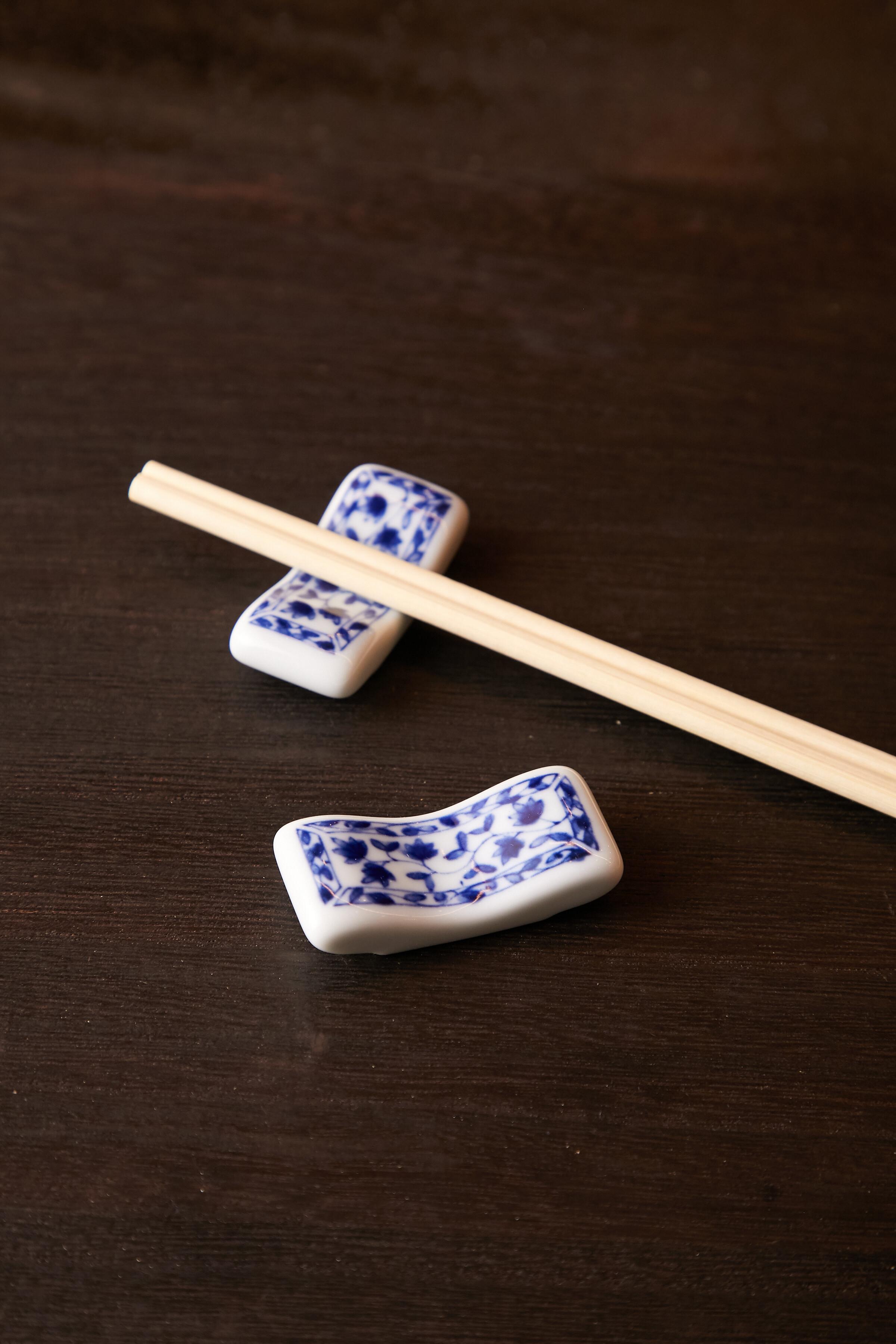 唐草紋 まくら型 箸置き 日本製 美濃焼【送料無料】