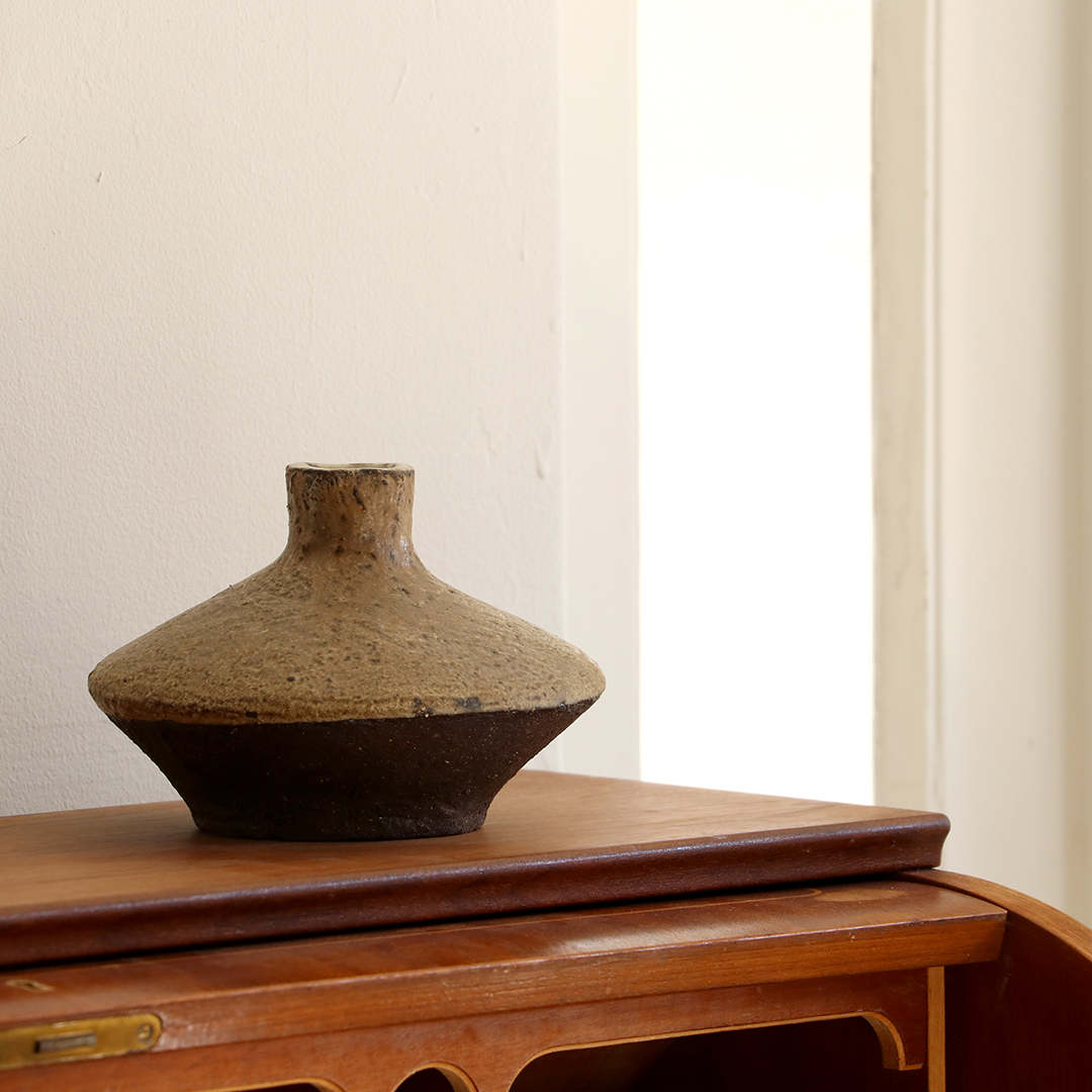 Flower vase / Unknown studio pottery