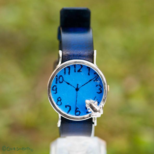 池をのぞく蛙腕時計L深青SI
