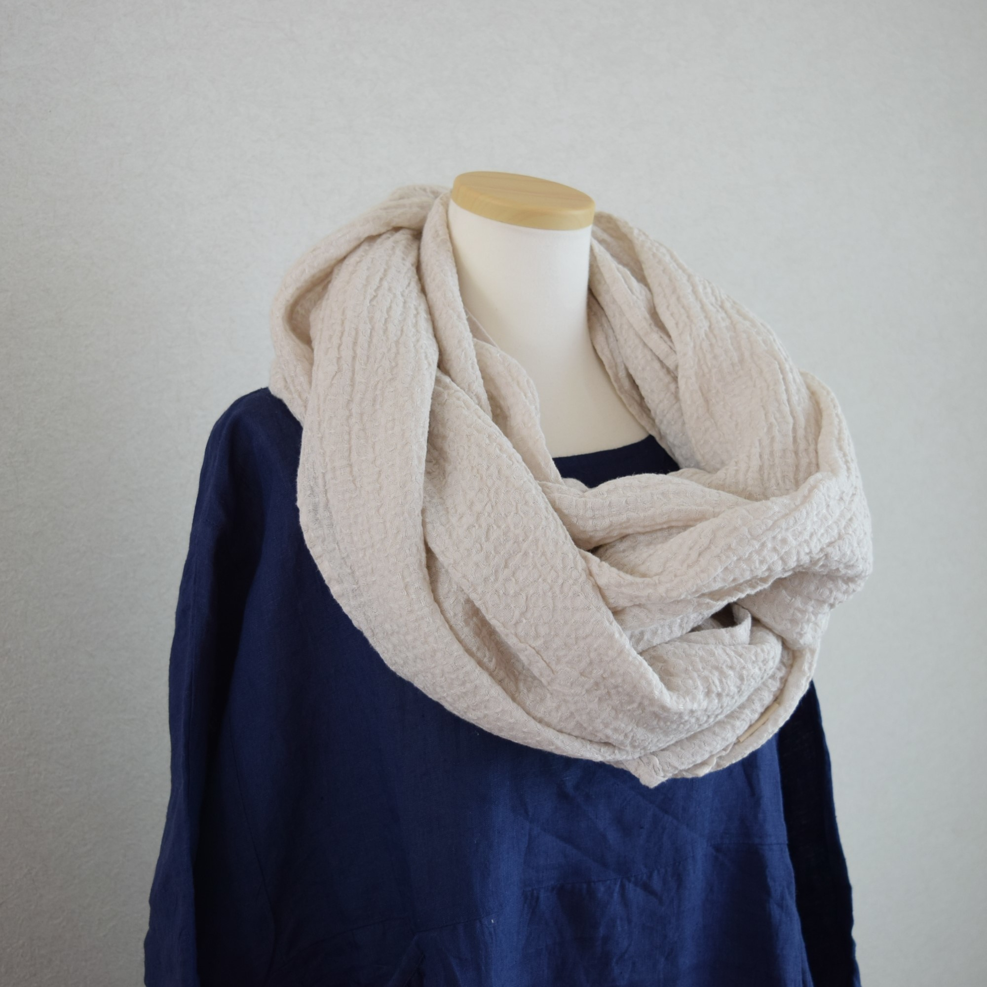 [LINEN TALES]羽織れるリネンのワッフルストール_ベージュ