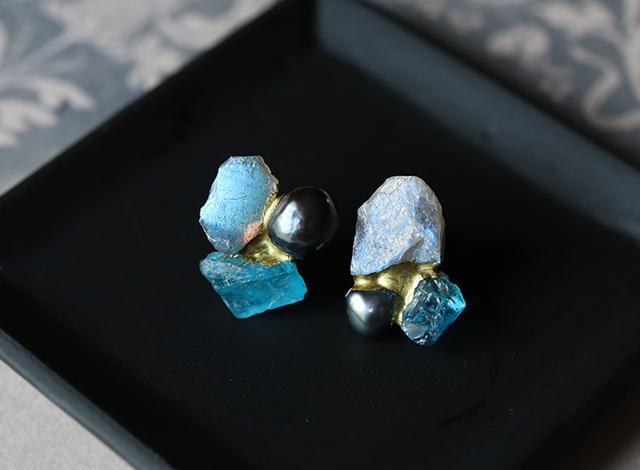 【一点物】原石のラブラドライト・アパタイト・パールの金継ぎピアス